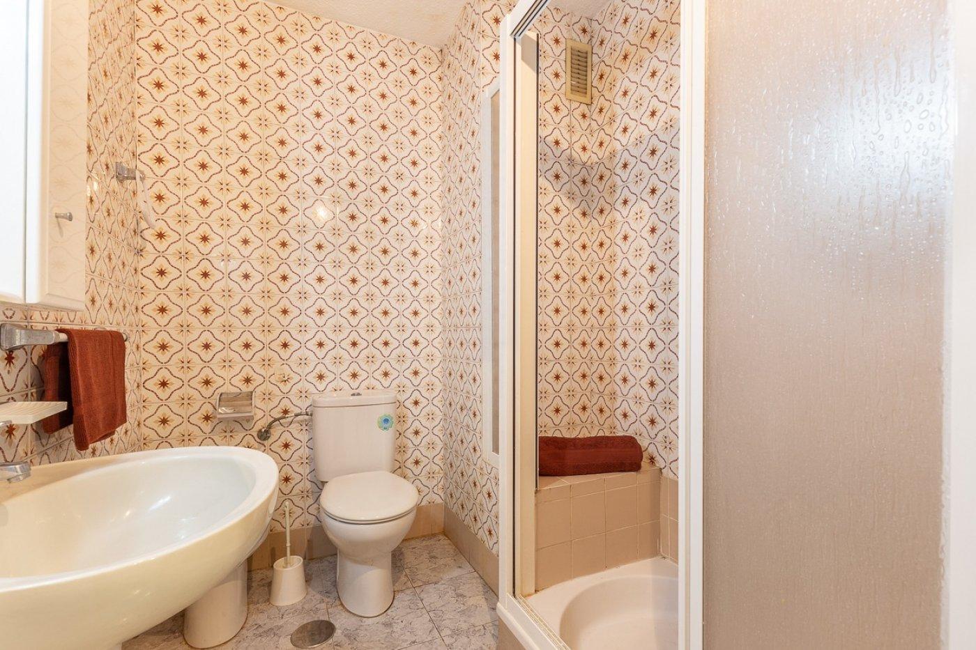 Piso de 2 dormitorios (3 de origen), en pleno centro de Benidorm. A 500 metros de la playa. 15