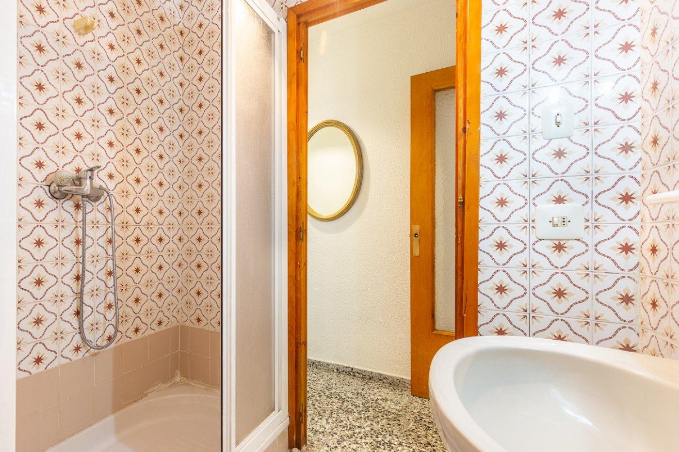 Piso de 2 dormitorios (3 de origen), en pleno centro de Benidorm. A 500 metros de la playa. 16
