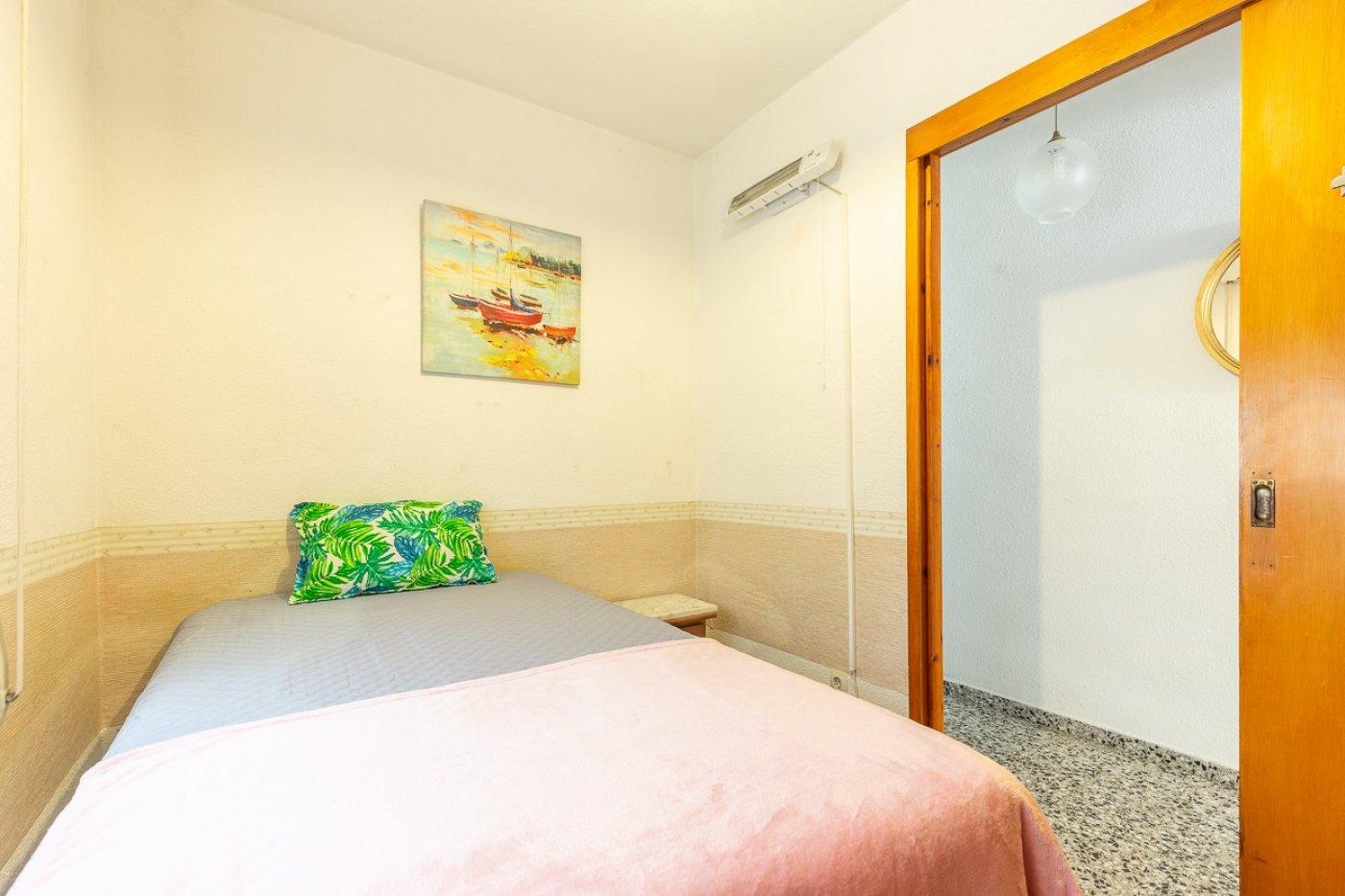 Piso de 2 dormitorios (3 de origen), en pleno centro de Benidorm. A 500 metros de la playa. 17
