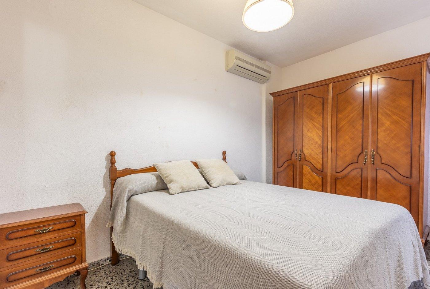 Piso de 2 dormitorios (3 de origen), en pleno centro de Benidorm. A 500 metros de la playa. 1