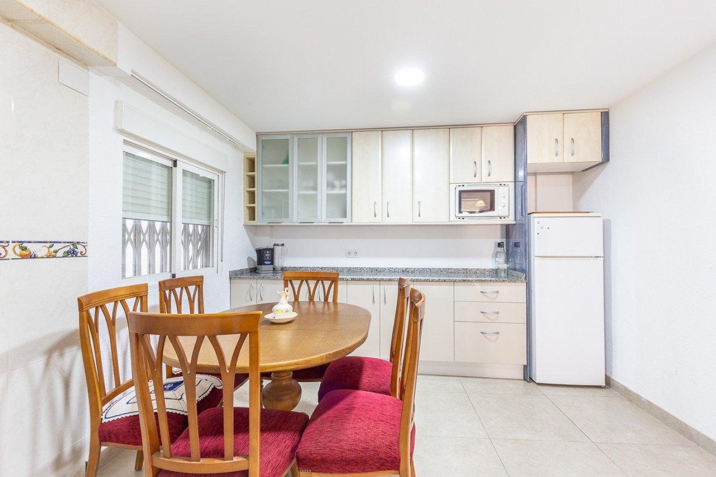 Piso de 2 dormitorios (3 de origen), en pleno centro de Benidorm. A 500 metros de la playa. 21
