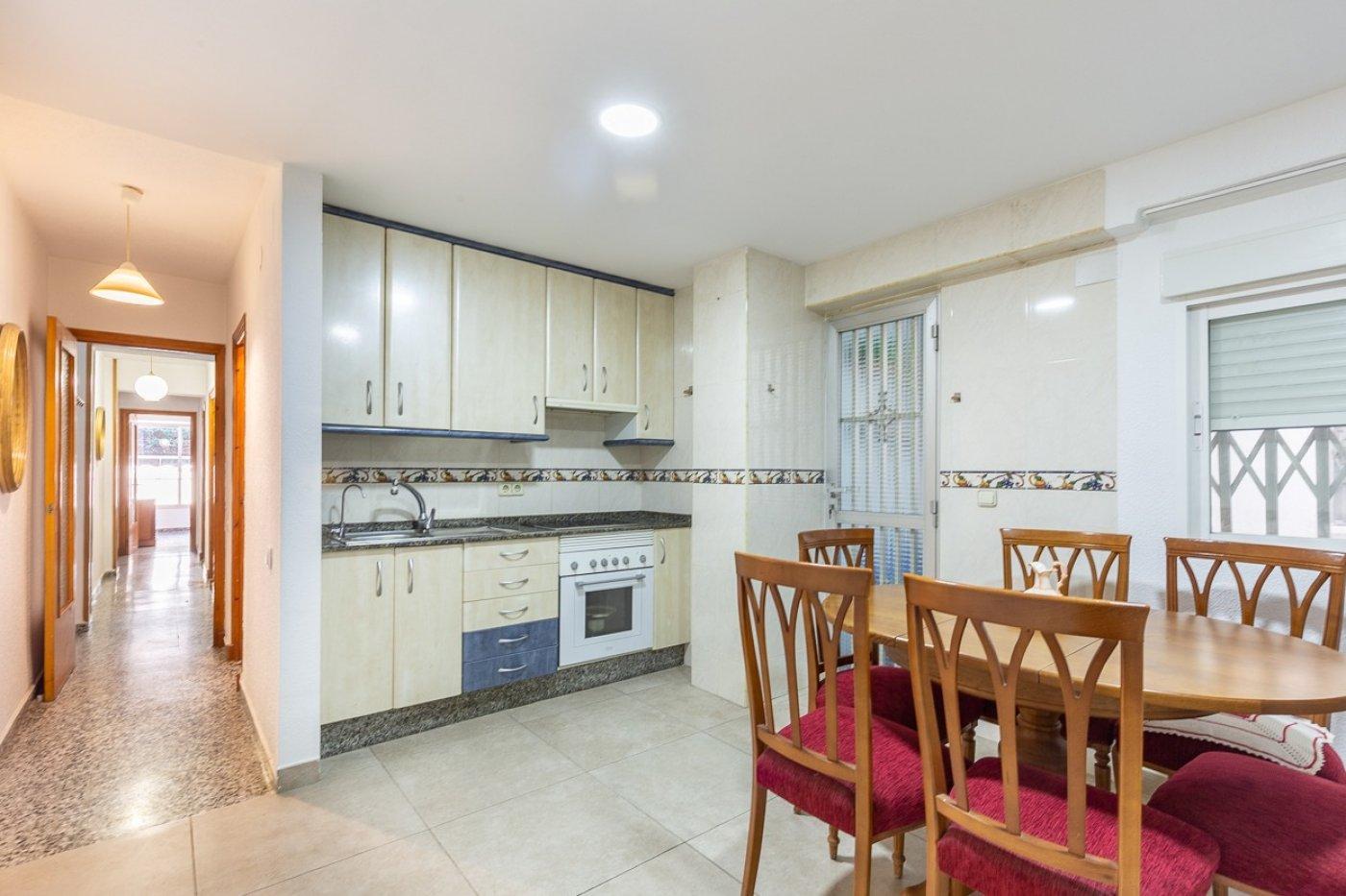 Piso de 2 dormitorios (3 de origen), en pleno centro de Benidorm. A 500 metros de la playa. 25