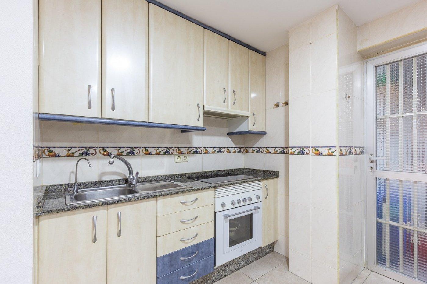 Piso de 2 dormitorios (3 de origen), en pleno centro de Benidorm. A 500 metros de la playa. 26