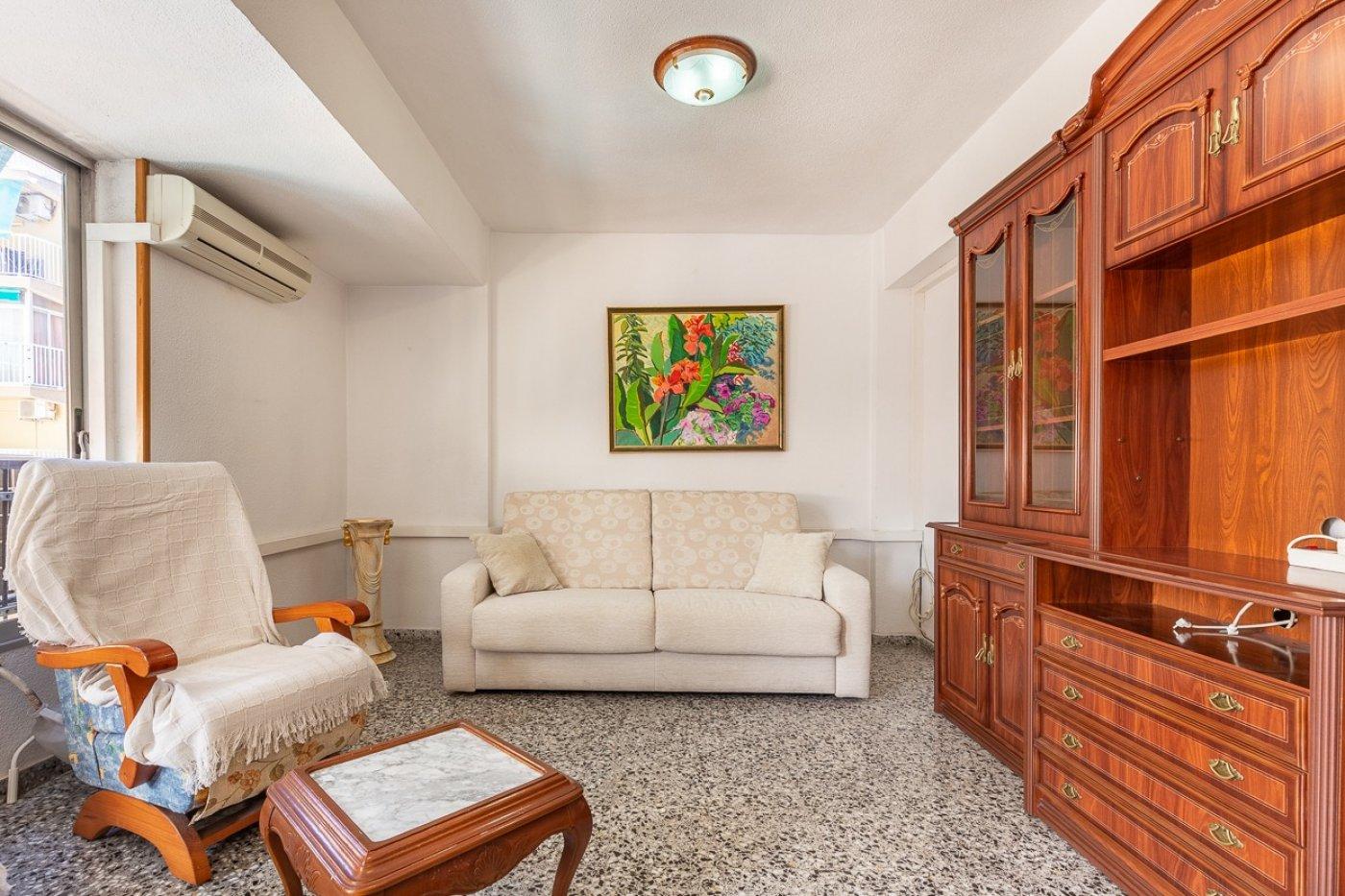 Piso de 2 dormitorios (3 de origen), en pleno centro de Benidorm. A 500 metros de la playa. 6