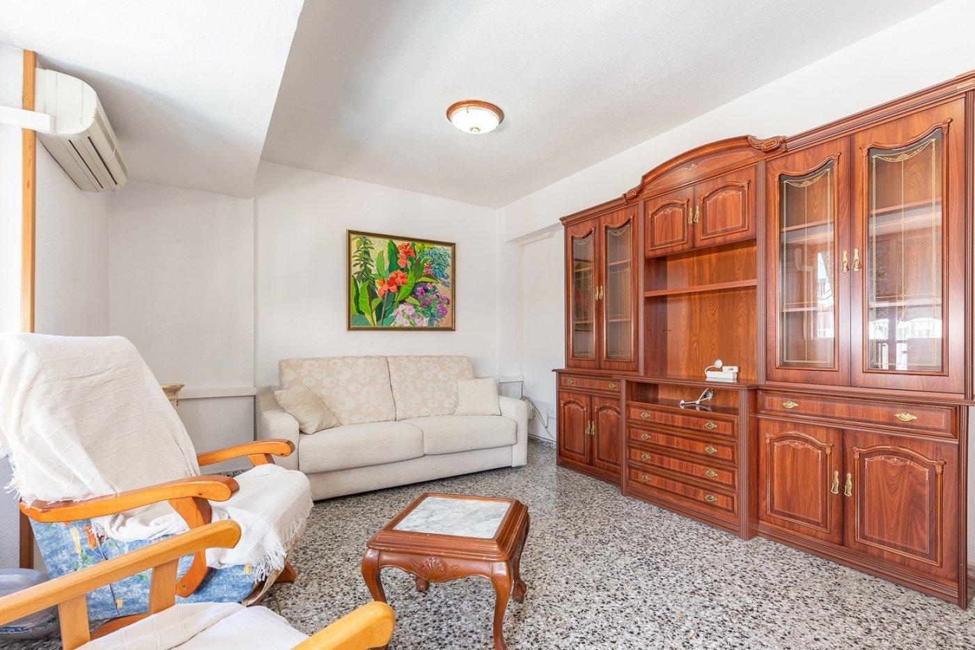 Piso de 2 dormitorios (3 de origen), en pleno centro de Benidorm. A 500 metros de la playa. 8