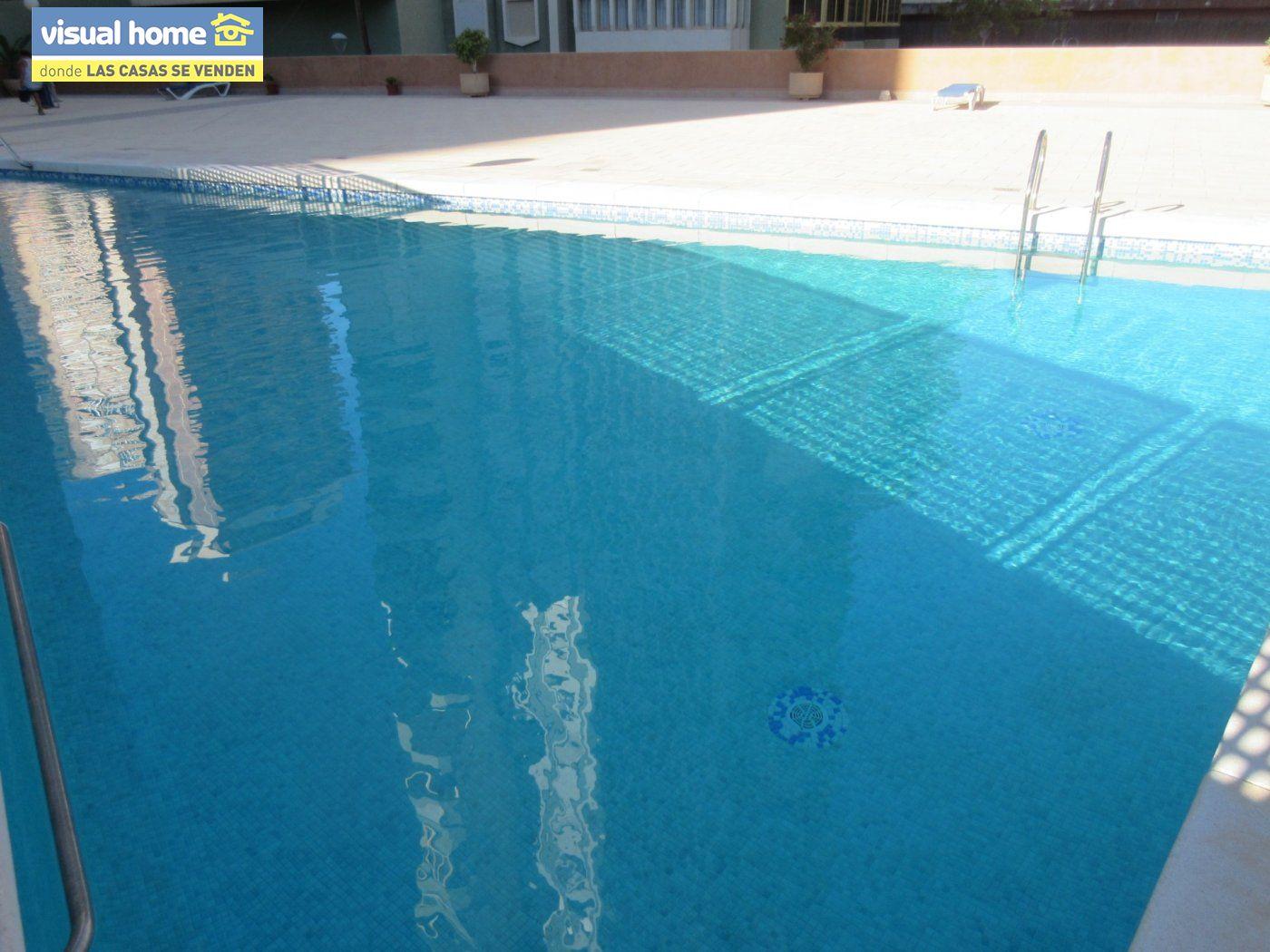 Apartamento todo exterior en Av/ Mediterráneo con garaje y piscina a 50 mts de la playa 2