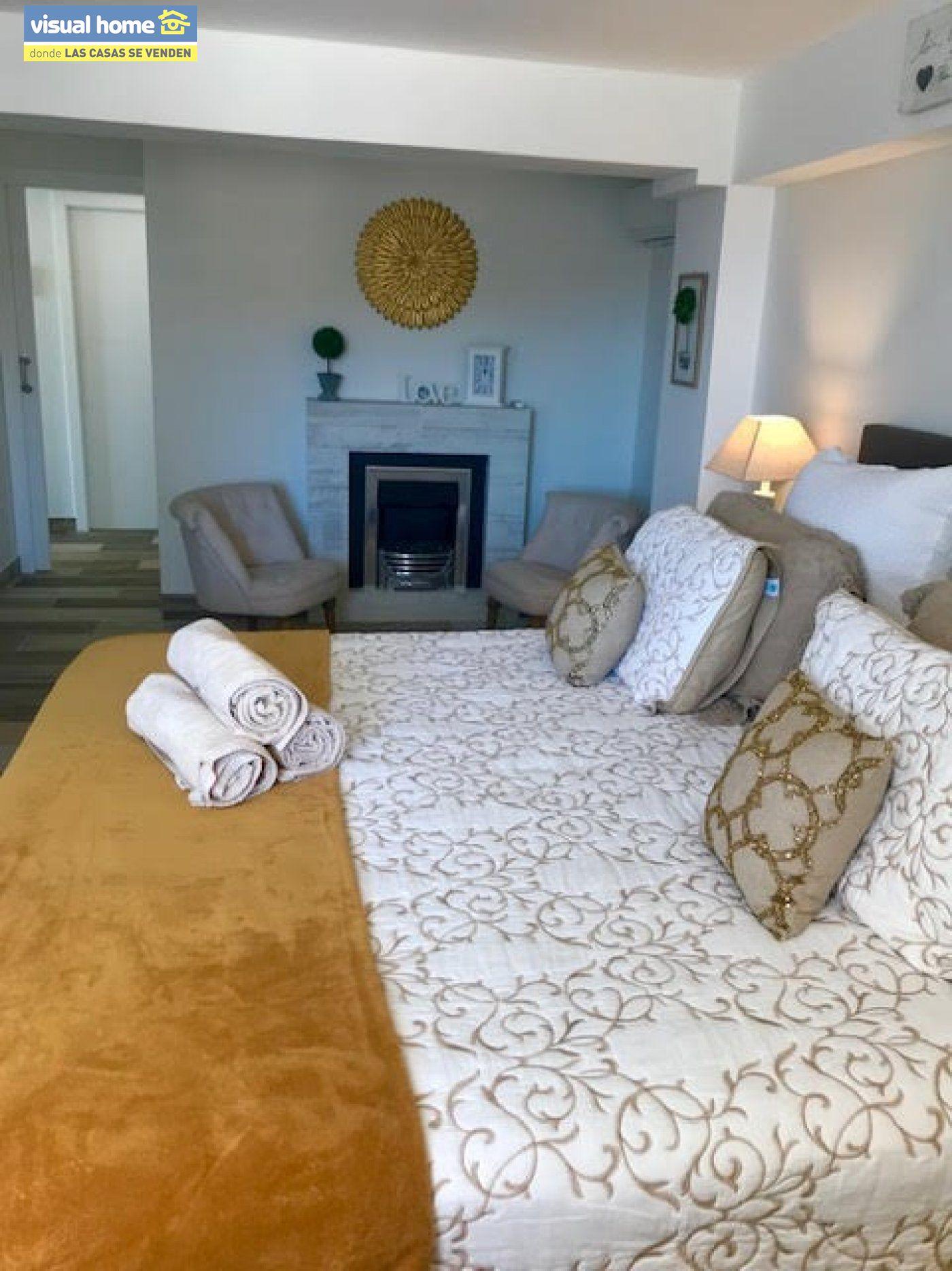 Espectacular ático de tres dormitorios y dos baños, con parking y piscina en 1ª línea de playa 9