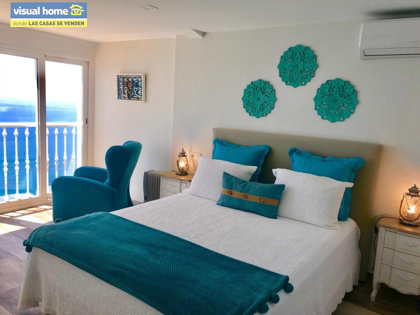 Espectacular ático de tres dormitorios y dos baños, con parking y piscina en 1ª línea de playa 10