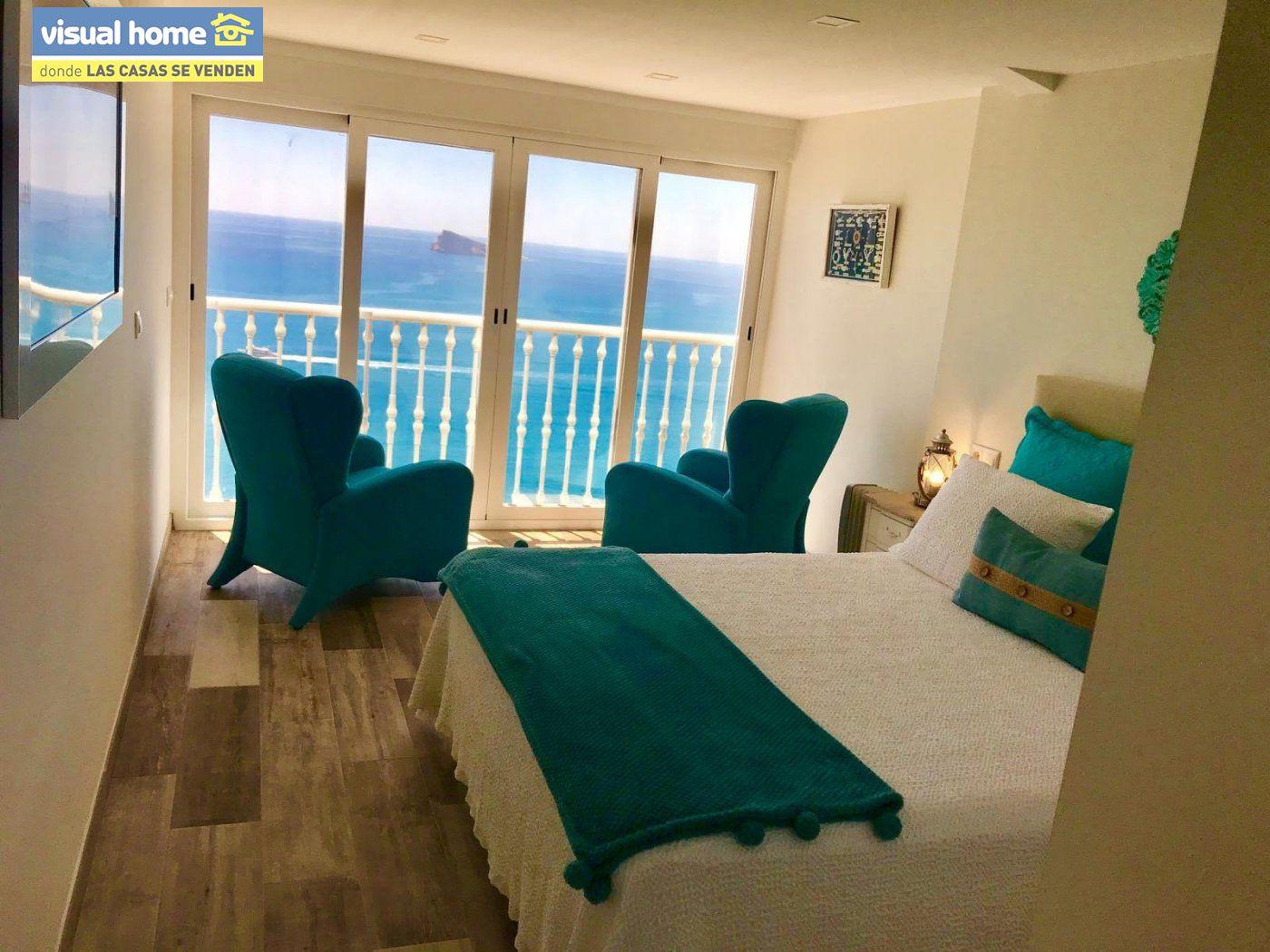 Espectacular ático de tres dormitorios y dos baños, con parking y piscina en 1ª línea de playa 16