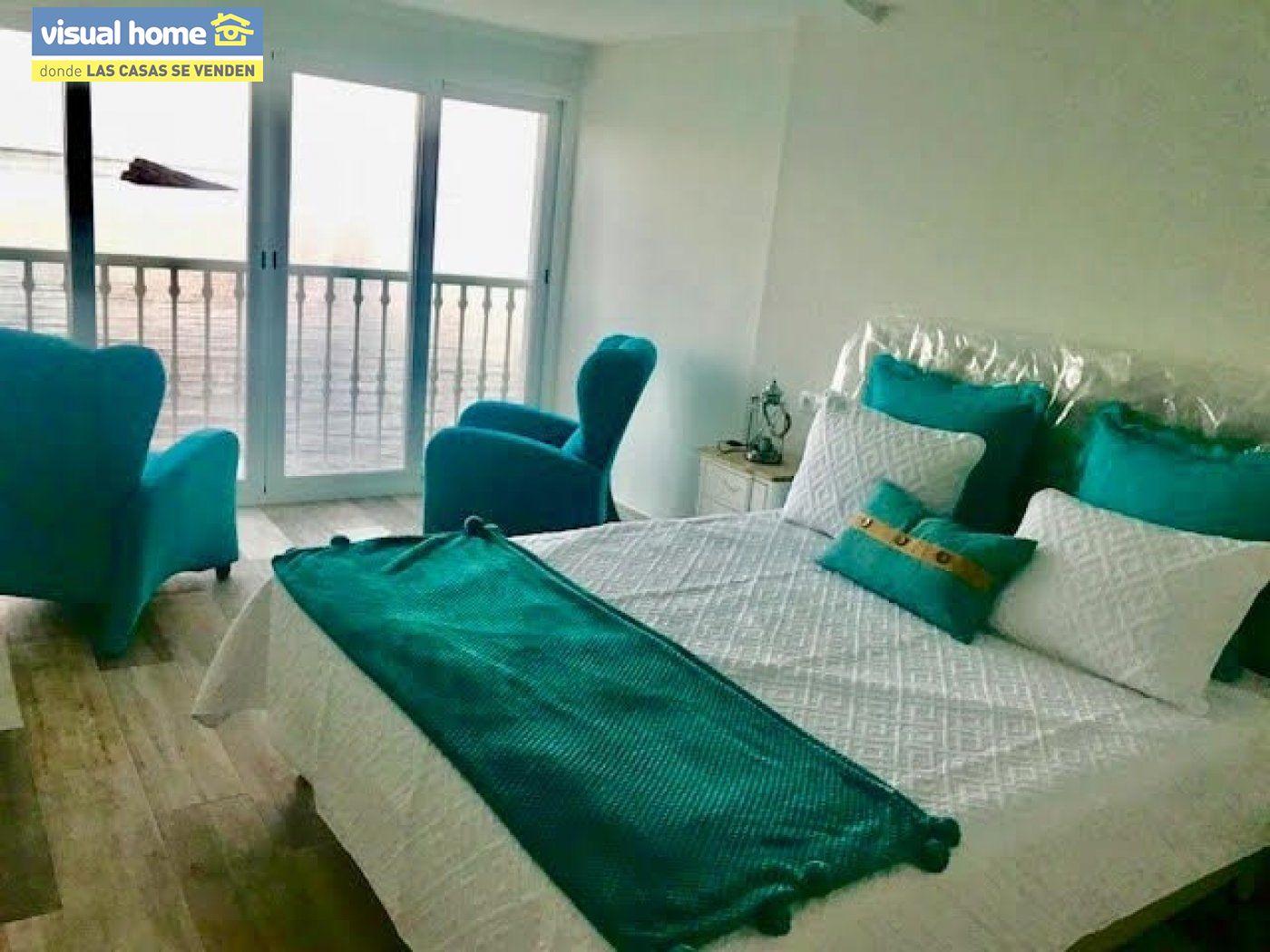 Espectacular ático de tres dormitorios y dos baños, con parking y piscina en 1ª línea de playa 2