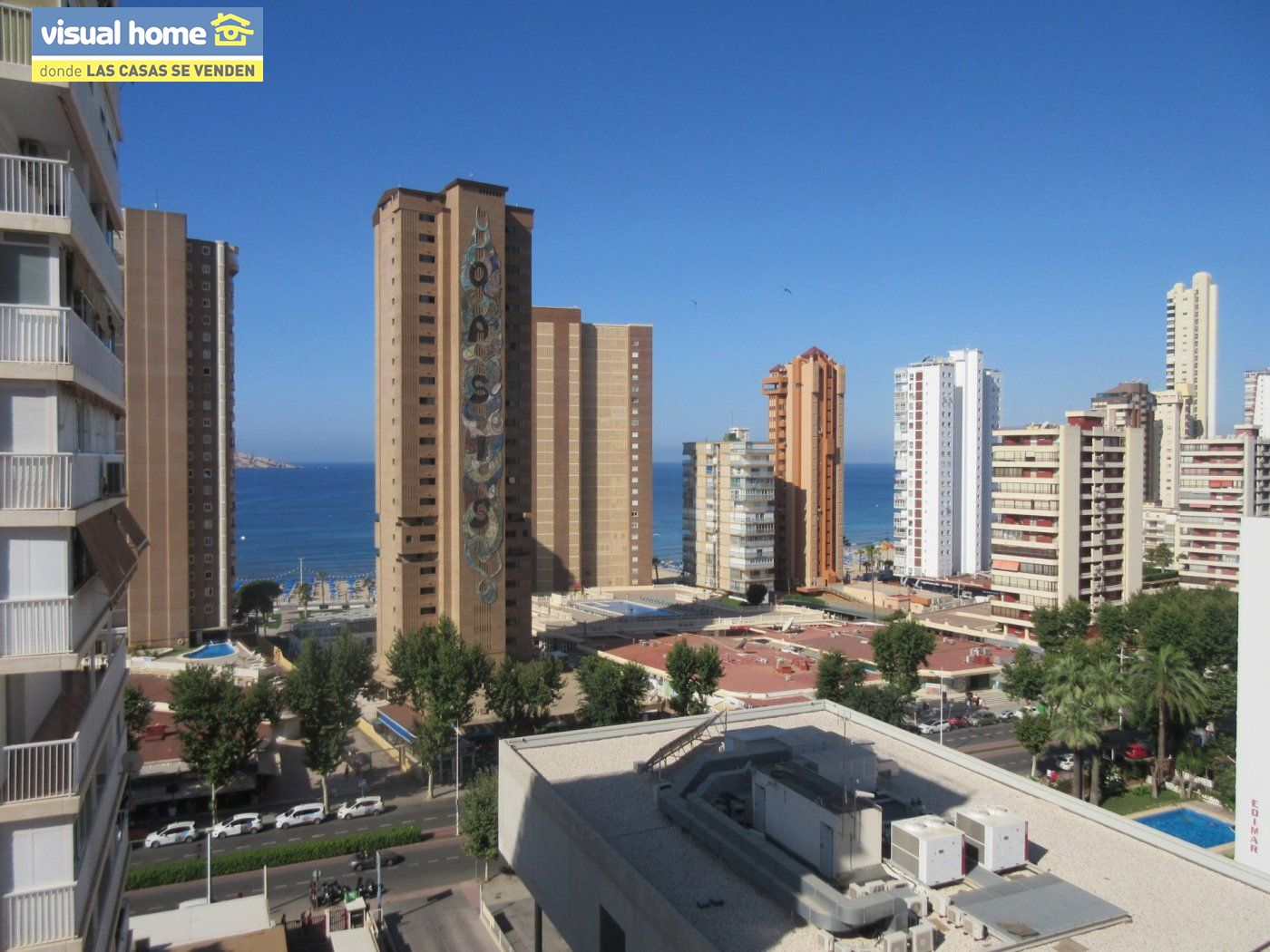 Apartamento de un dormitorio con vistas al mar,  parking y piscina  a 200 mts de la playa Levante