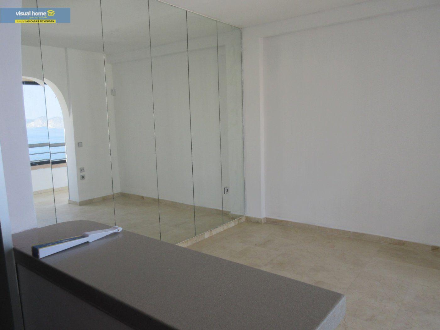 Apartamento de 1 dormitorio con espectaculares vistas  en 1ª linea de playa con parking y piscina 9
