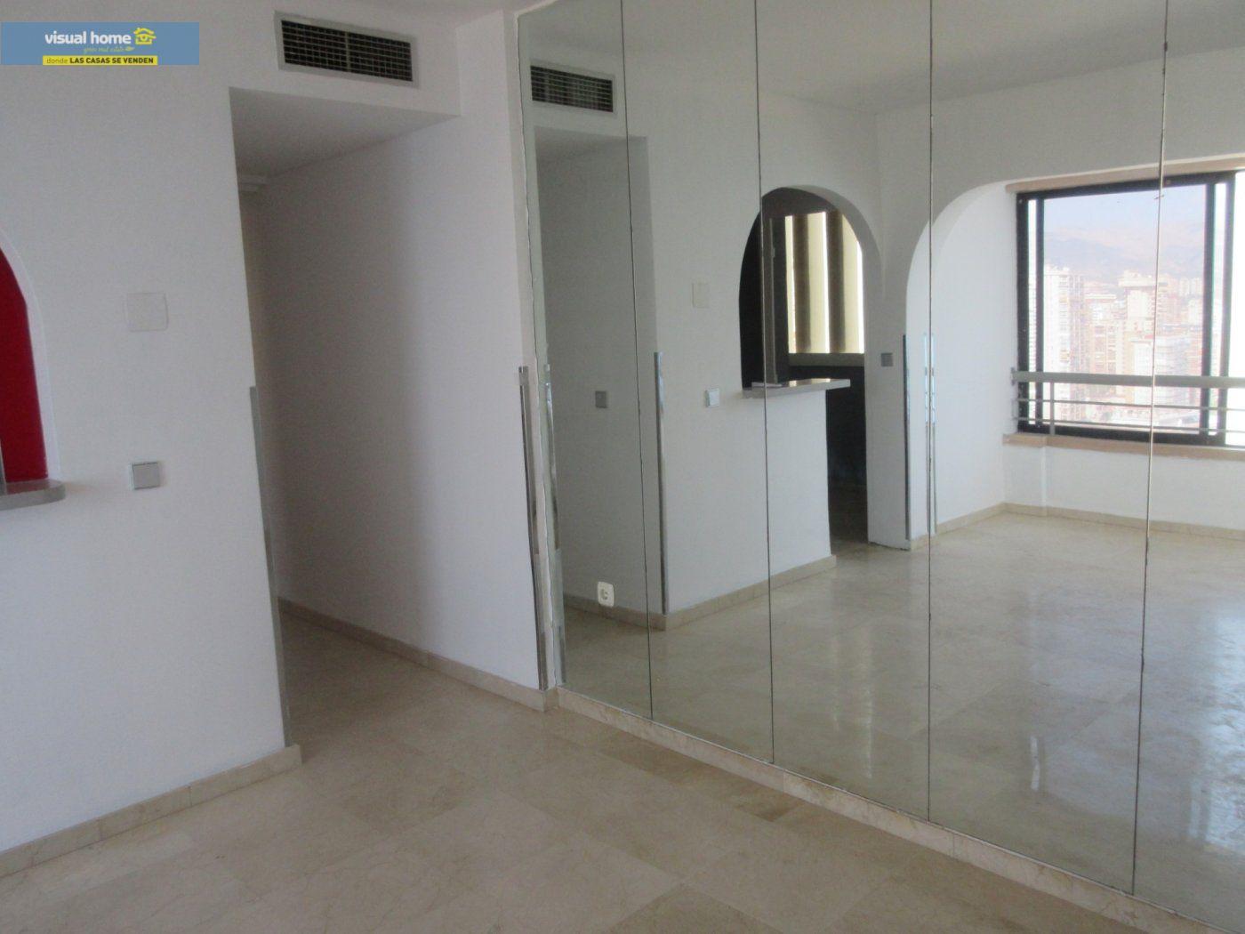 Apartamento de 1 dormitorio con espectaculares vistas  en 1ª linea de playa con parking y piscina 23