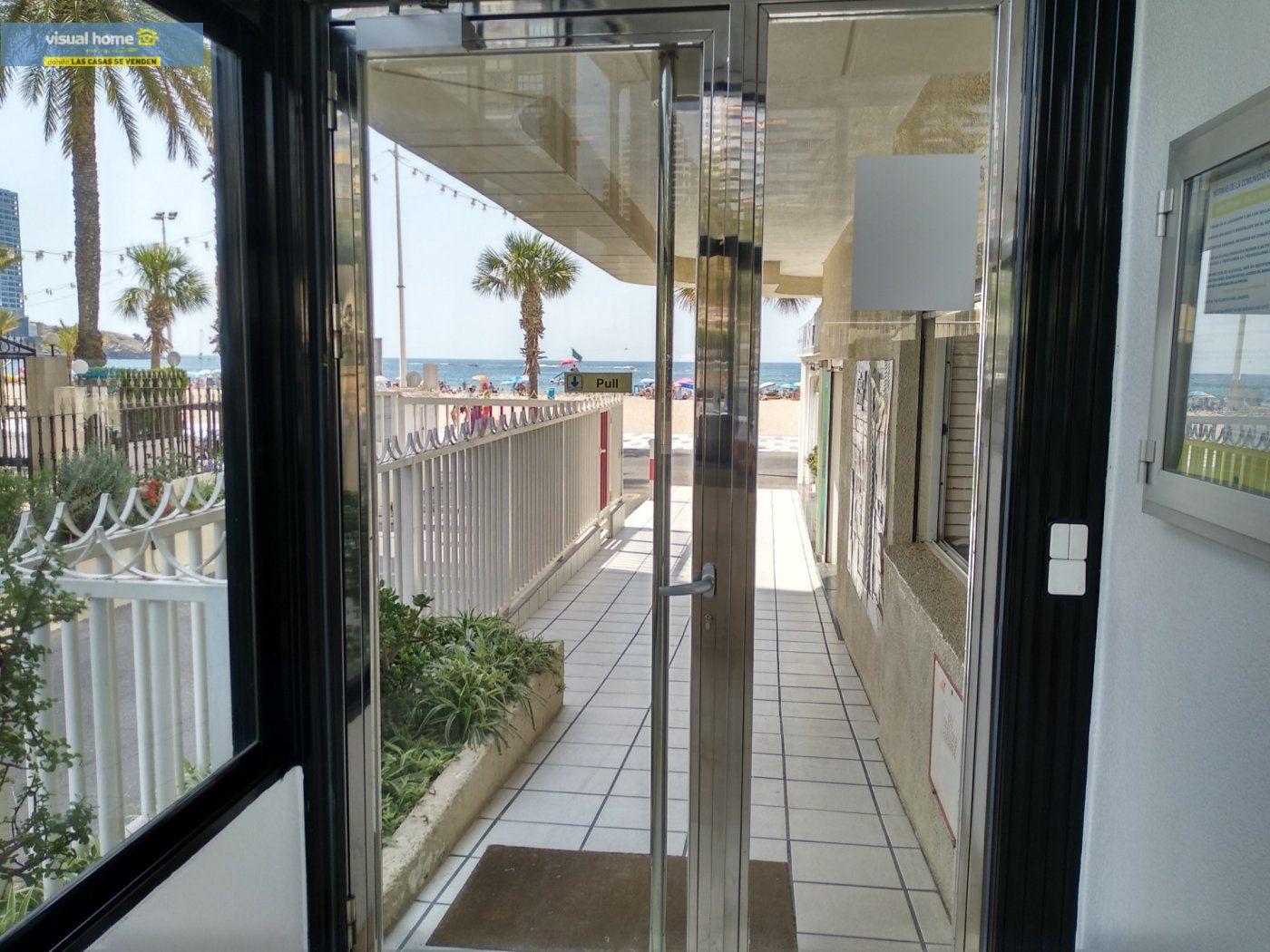 Apartamento de 1 dormitorio con espectaculares vistas  en 1ª linea de playa con parking y piscina 29