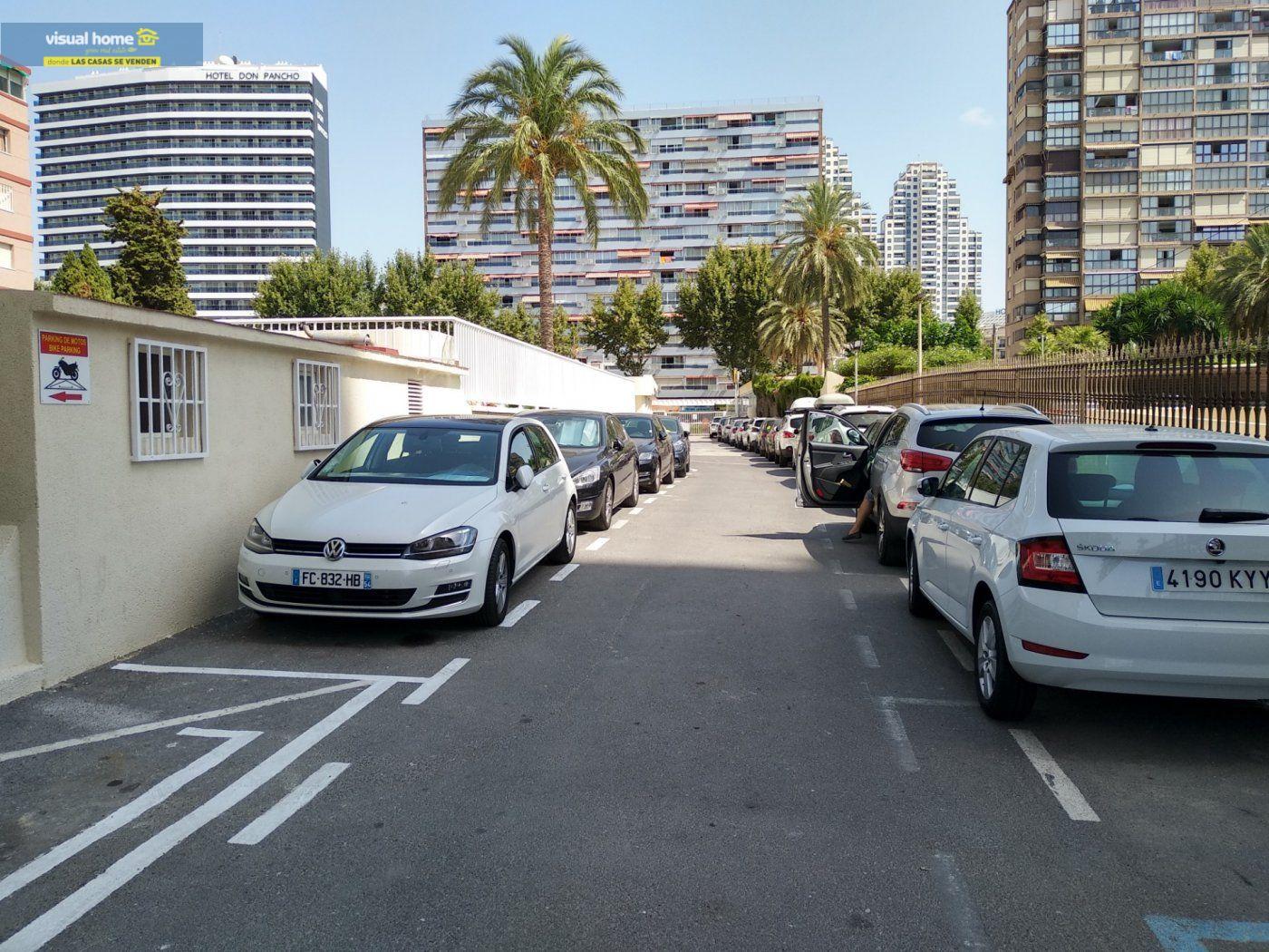 Apartamento de 1 dormitorio con espectaculares vistas  en 1ª linea de playa con parking y piscina 32
