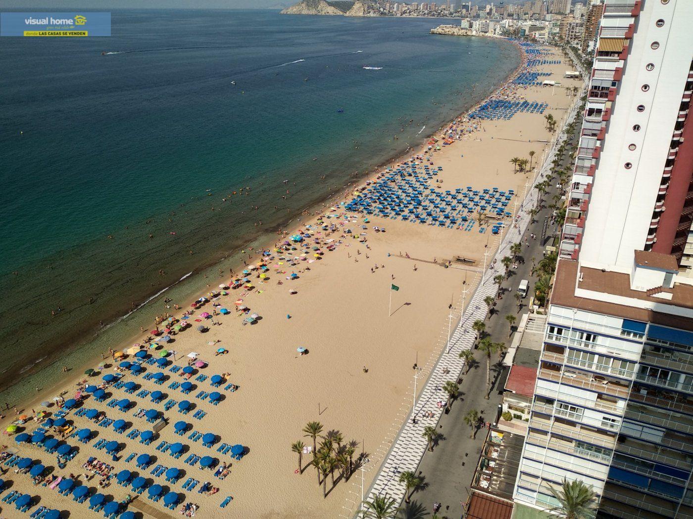 Apartamento de 1 dormitorio con espectaculares vistas  en 1ª linea de playa con parking y piscina 35