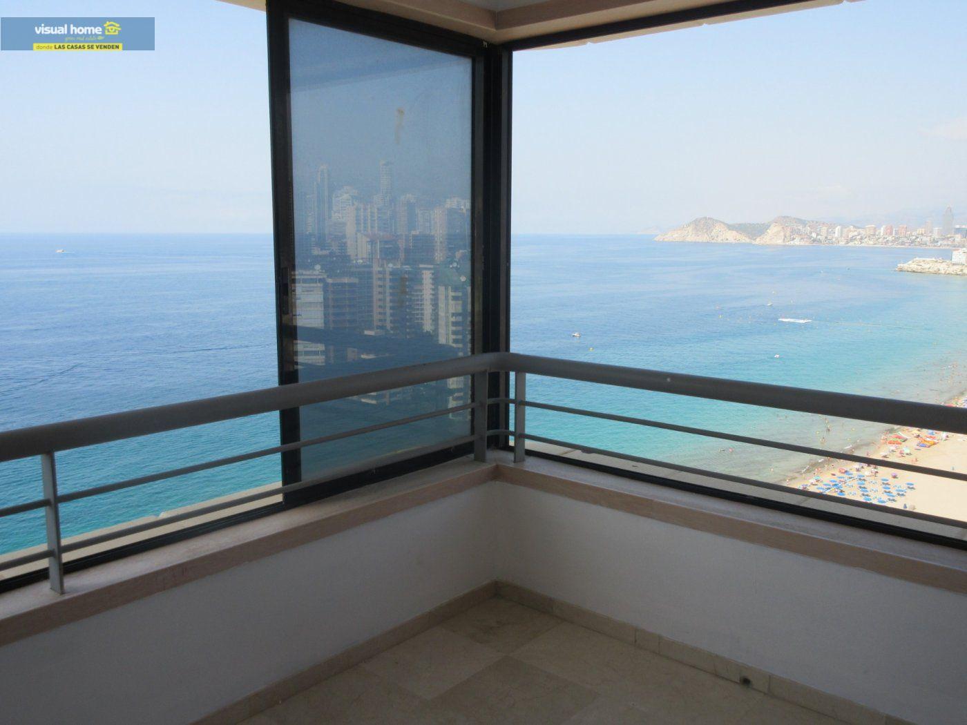 Apartamento de 1 dormitorio con espectaculares vistas  en 1ª linea de playa con parking y piscina 3