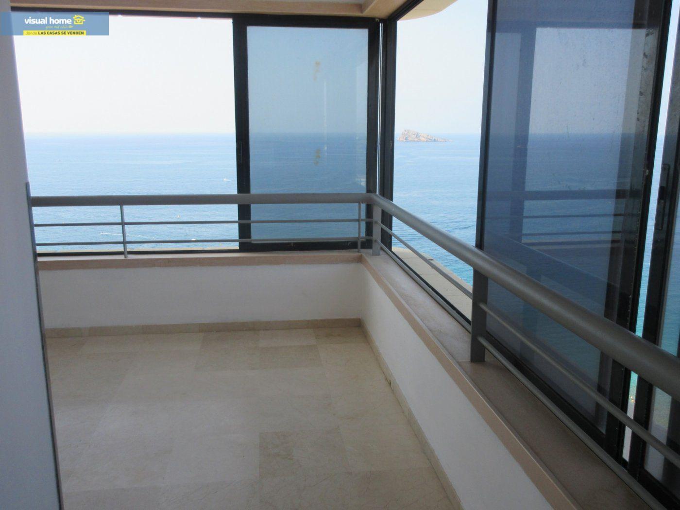 Apartamento de 1 dormitorio con espectaculares vistas  en 1ª linea de playa con parking y piscina 4