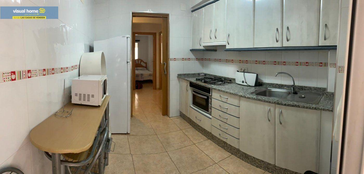Espectacular apartamento de 2 dormitorios, 2 baños con parking en 1ª línea playa de Levante 11