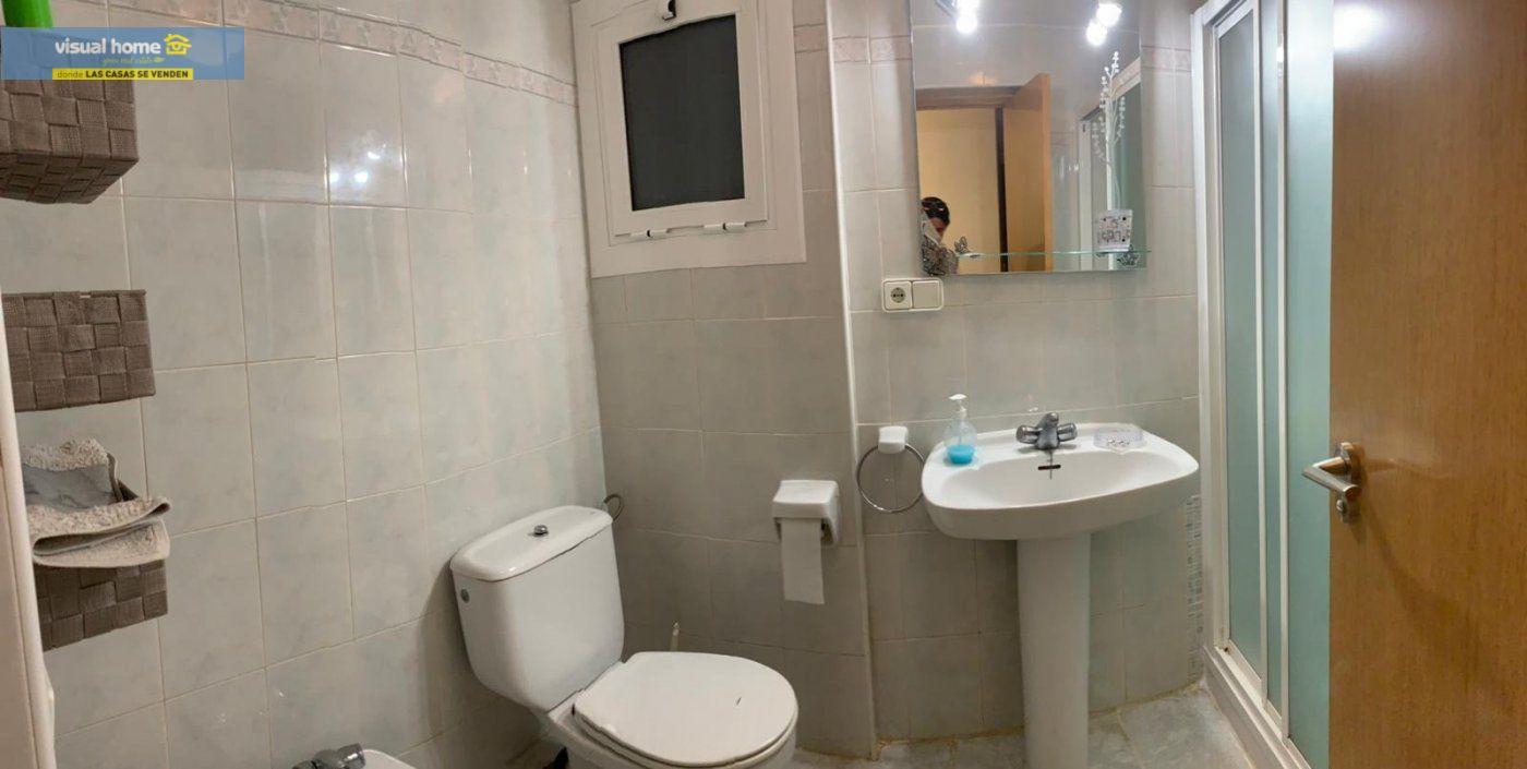 Espectacular apartamento de 2 dormitorios, 2 baños con parking en 1ª línea playa de Levante 12