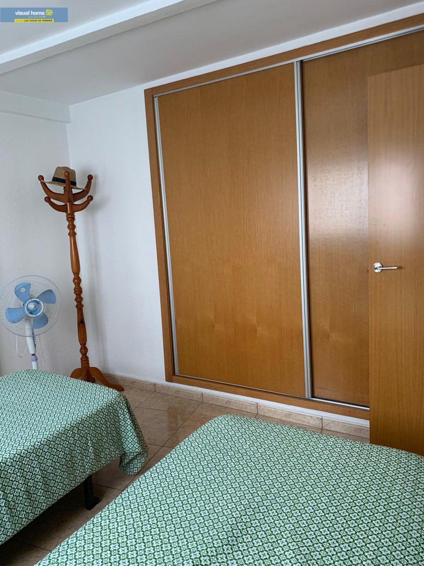 Espectacular apartamento de 2 dormitorios, 2 baños con parking en 1ª línea playa de Levante 18