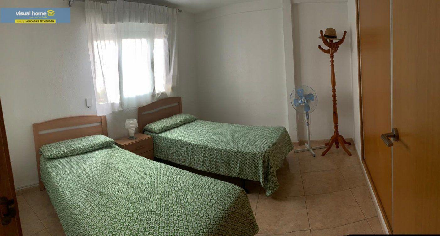 Espectacular apartamento de 2 dormitorios, 2 baños con parking en 1ª línea playa de Levante 20