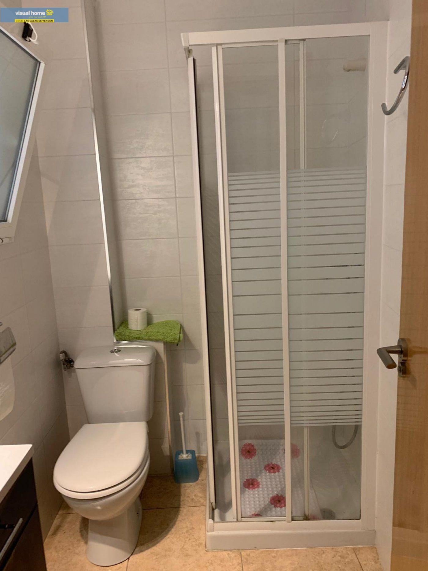 Espectacular apartamento de 2 dormitorios, 2 baños con parking en 1ª línea playa de Levante 21