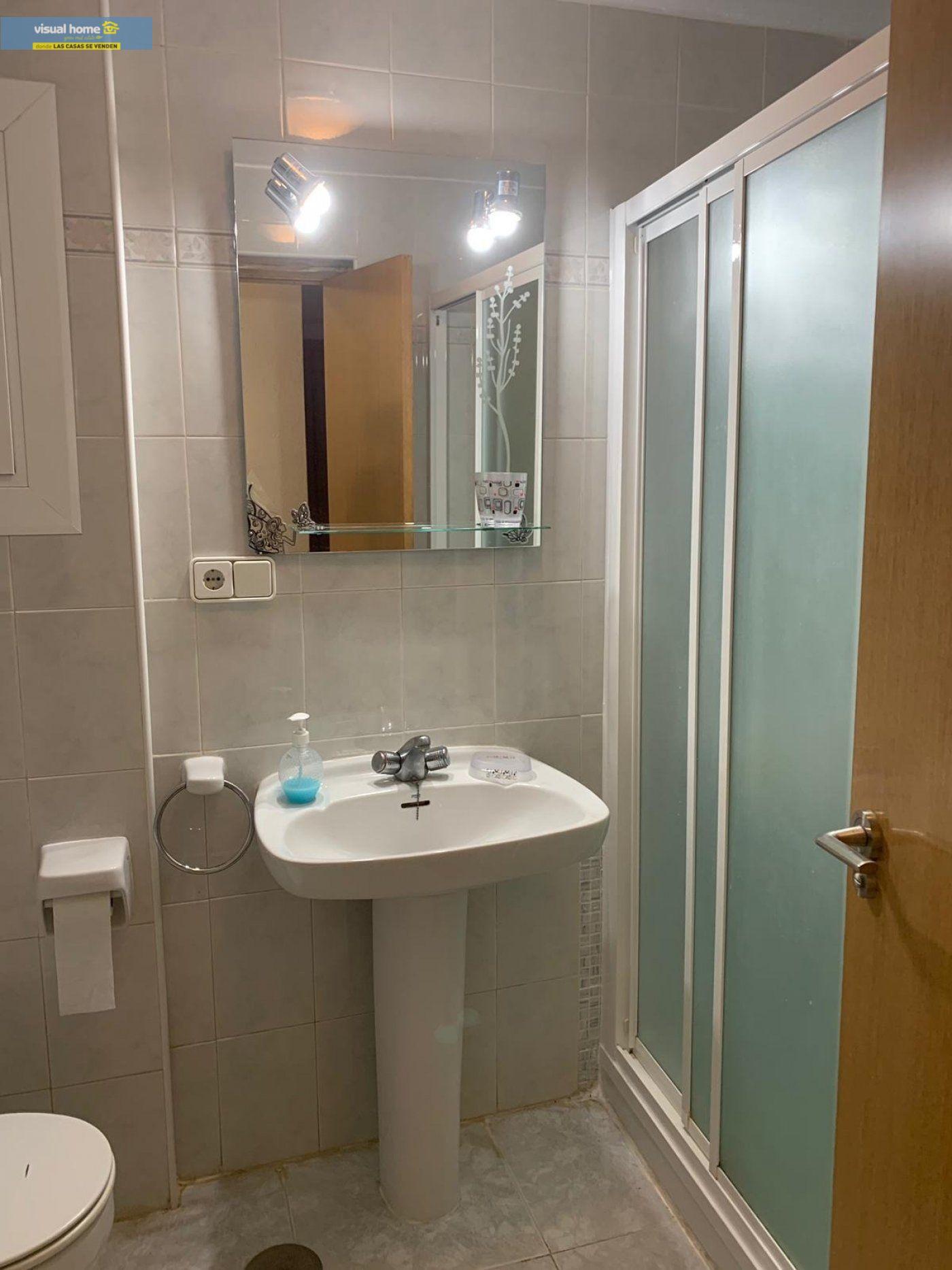 Espectacular apartamento de 2 dormitorios, 2 baños con parking en 1ª línea playa de Levante 23