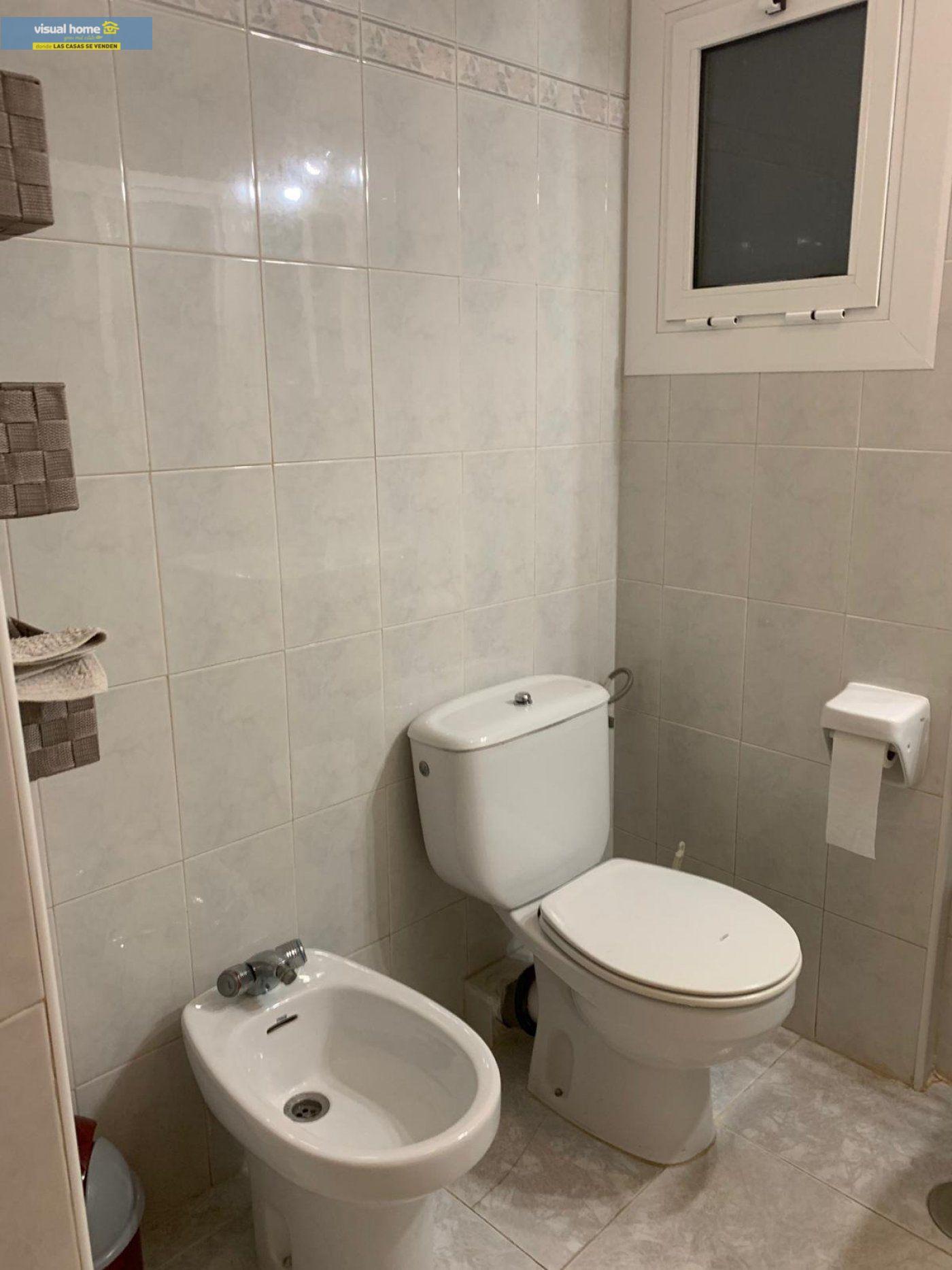 Espectacular apartamento de 2 dormitorios, 2 baños con parking en 1ª línea playa de Levante 26