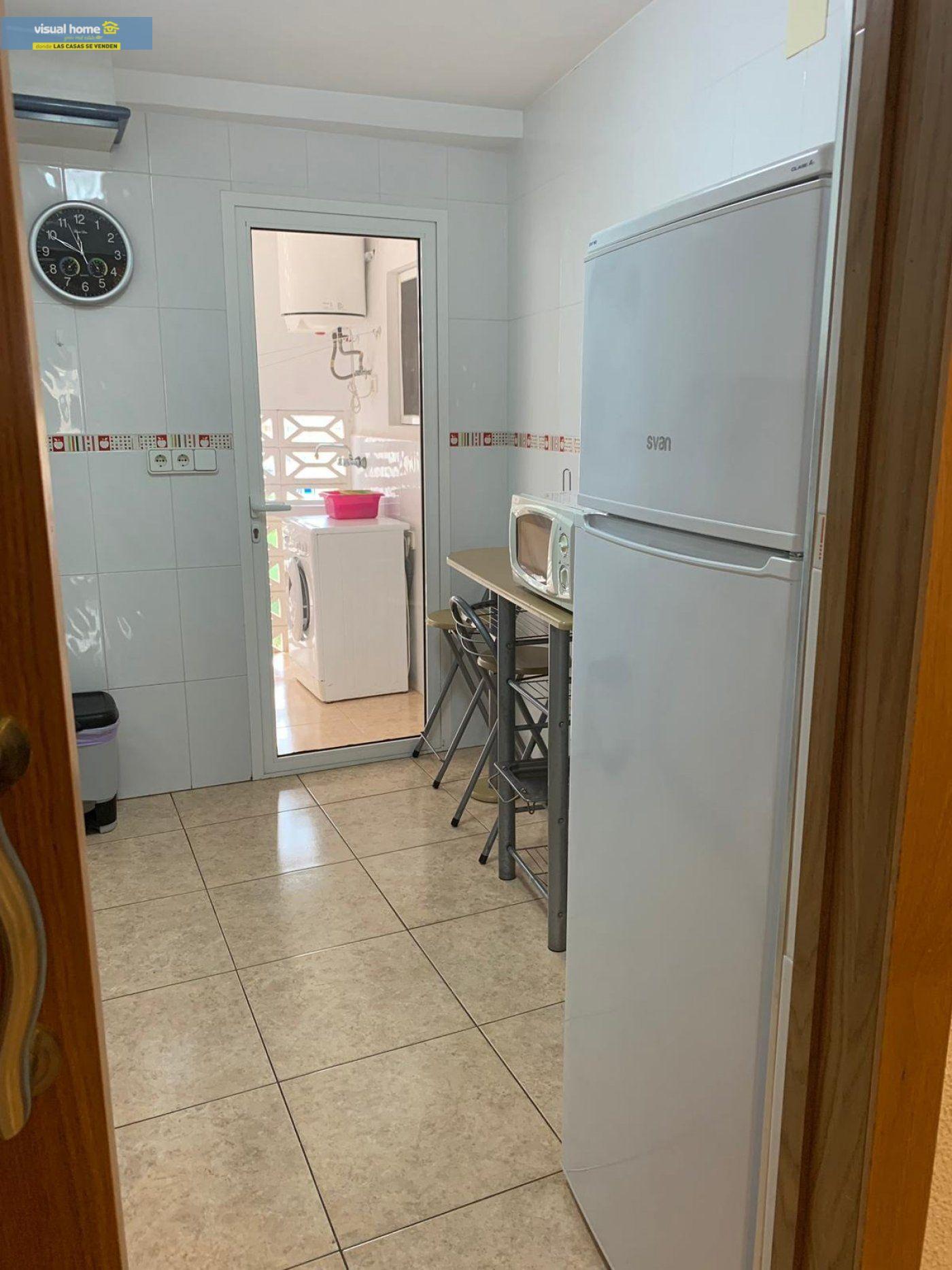Espectacular apartamento de 2 dormitorios, 2 baños con parking en 1ª línea playa de Levante 27
