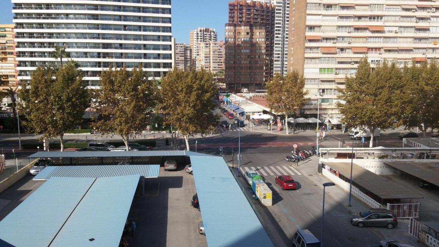 Espectacular apartamento de 2 dormitorios, 2 baños con parking en 1ª línea playa de Levante 33