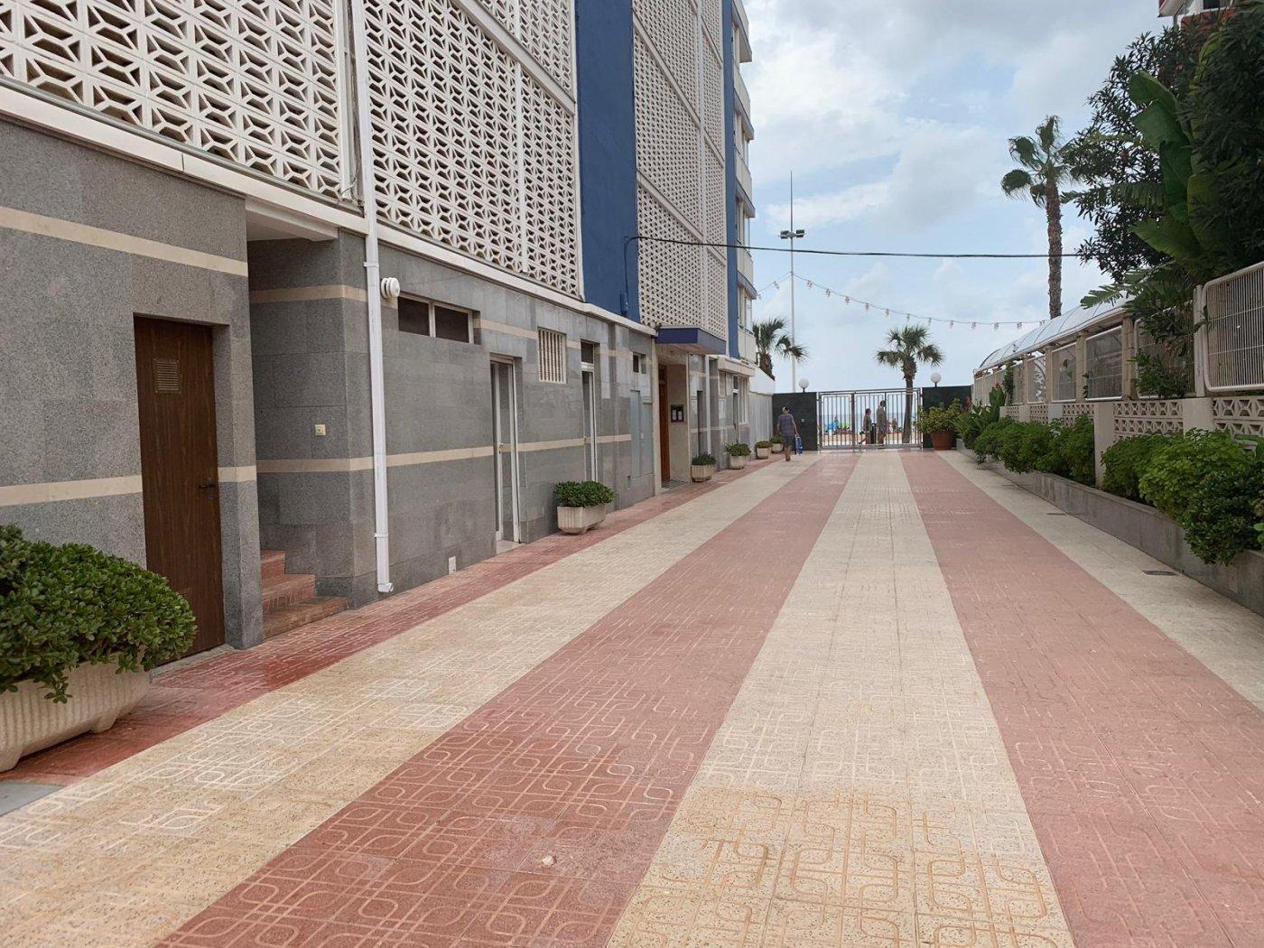 Espectacular apartamento de 2 dormitorios, 2 baños con parking en 1ª línea playa de Levante 34