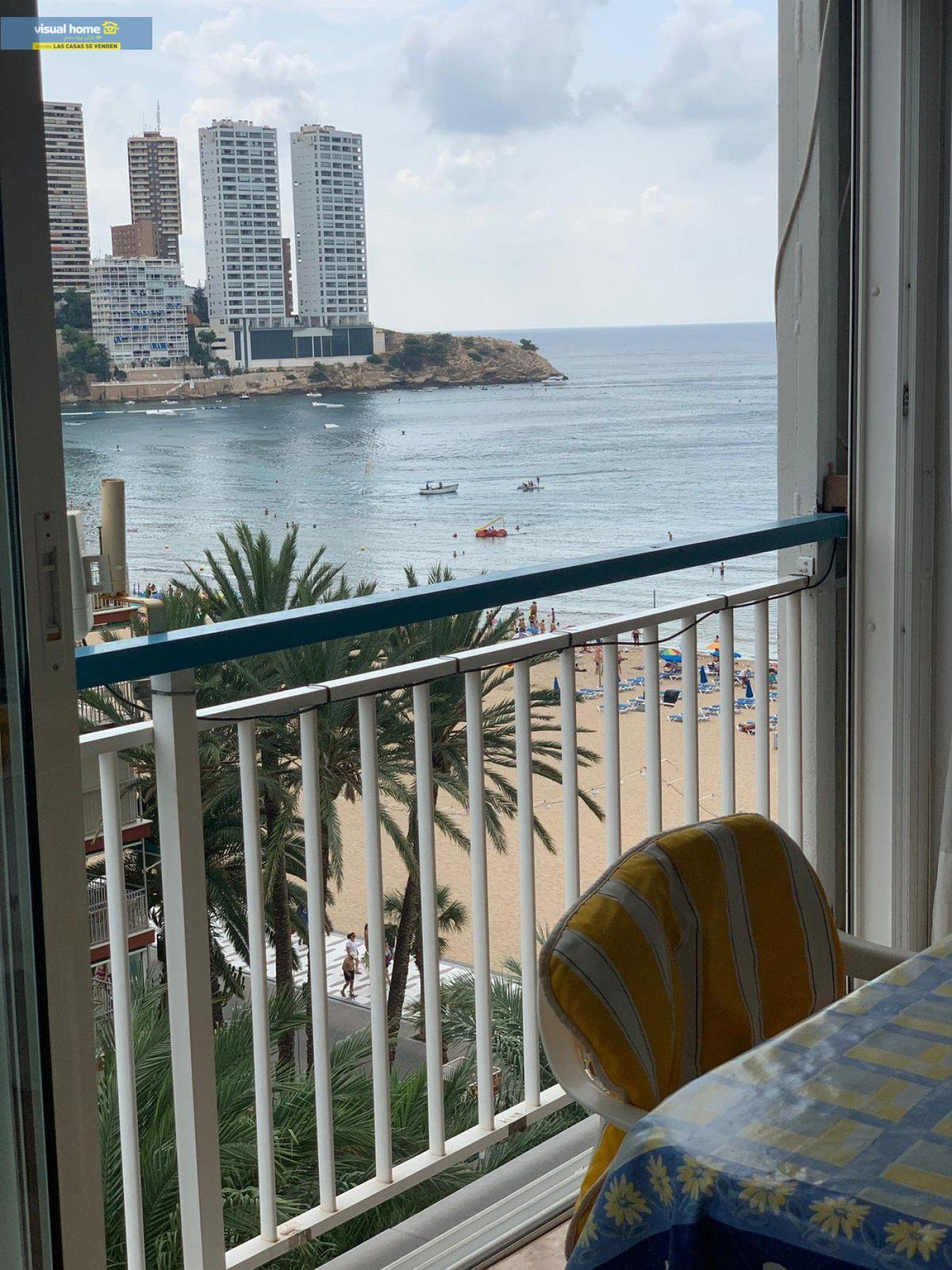Espectacular apartamento de 2 dormitorios, 2 baños con parking en 1ª línea playa de Levante 3
