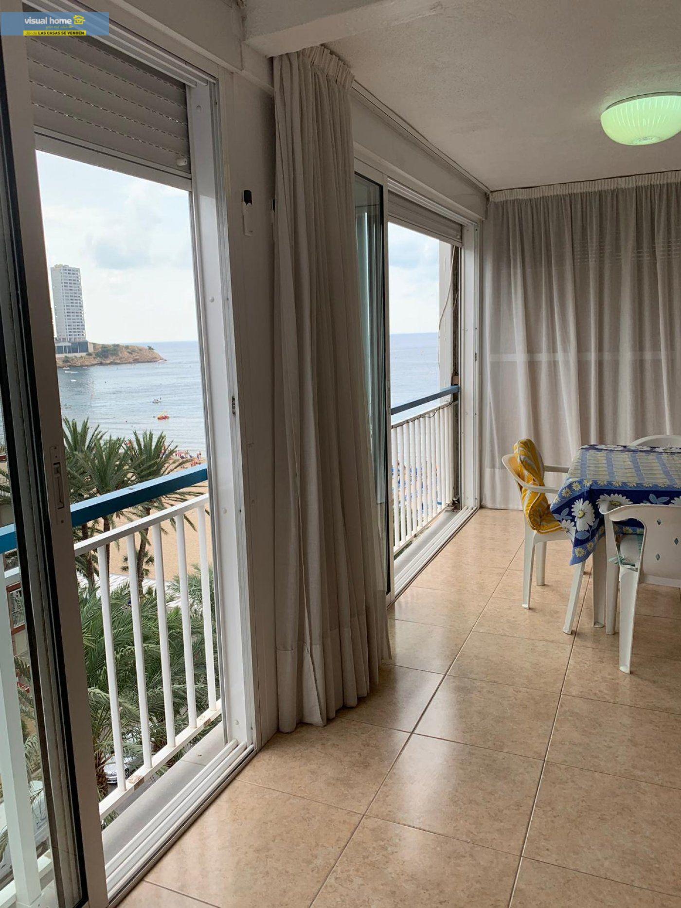 Espectacular apartamento de 2 dormitorios, 2 baños con parking en 1ª línea playa de Levante 5
