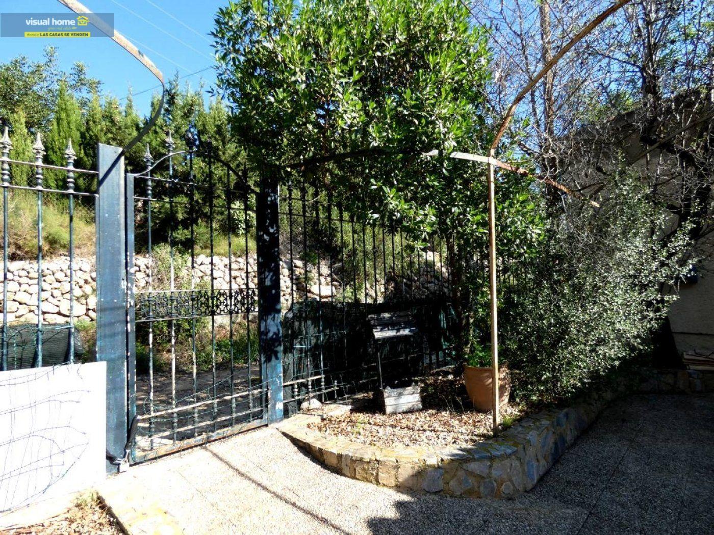 Chalet independiente muy cerca de Benidorm y de todos los servicios situado en un lugar de ensueño 40