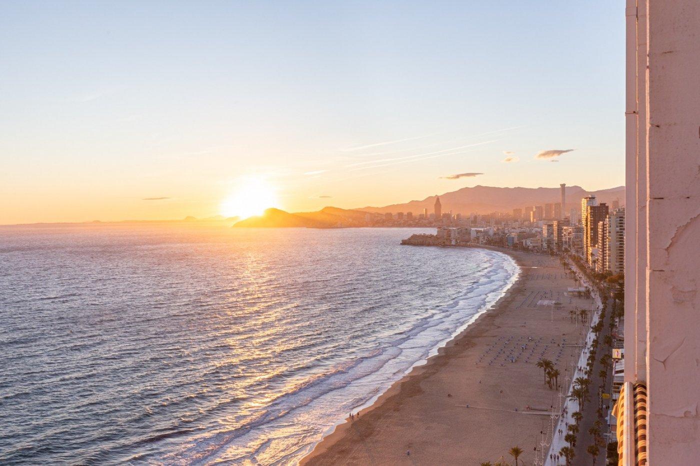 Espectacular apartamento en 1ª línea de Playa Levante  con increíbles vistas al mar 26