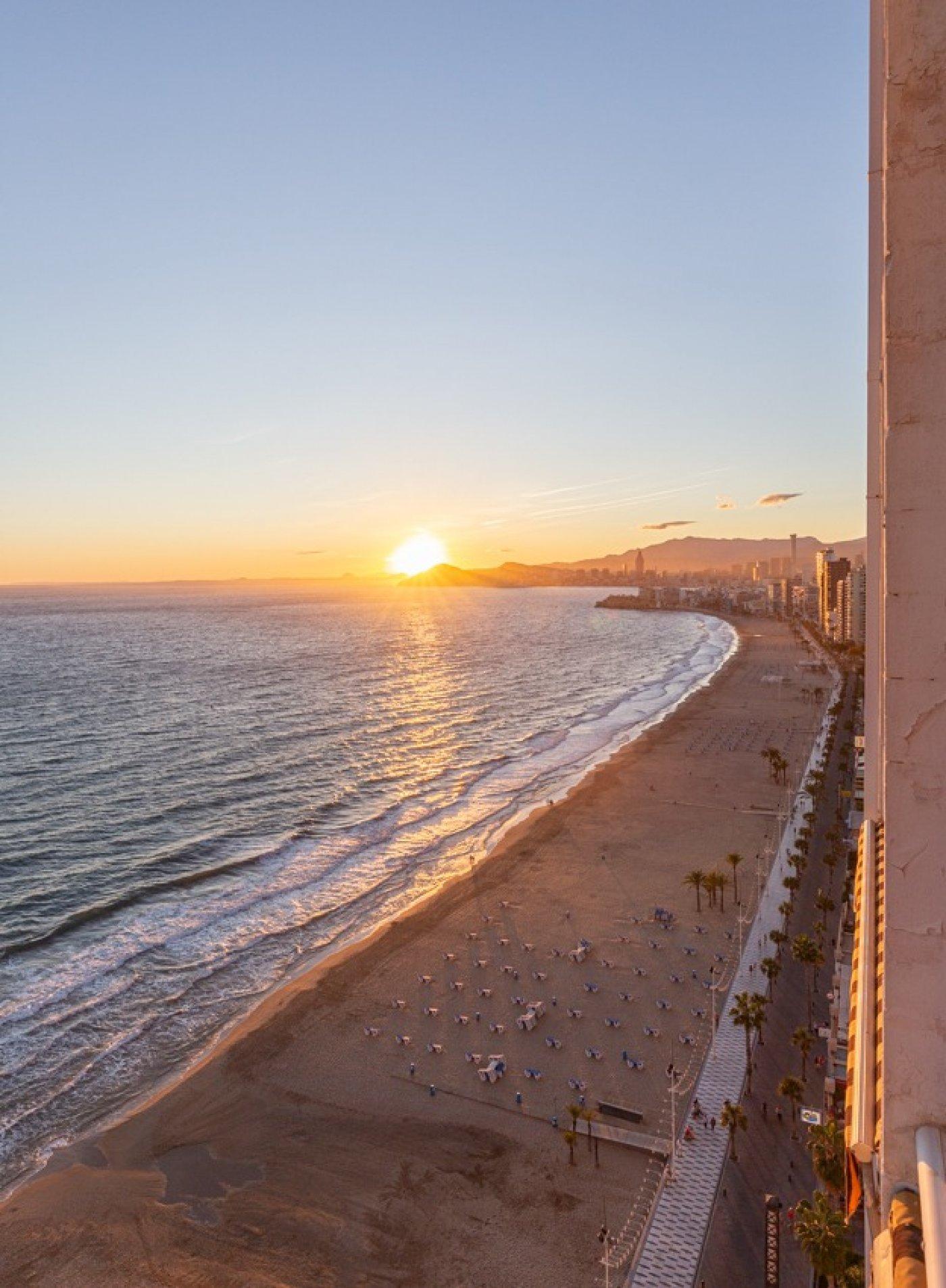 Espectacular apartamento en 1ª línea de Playa Levante  con increíbles vistas al mar 31