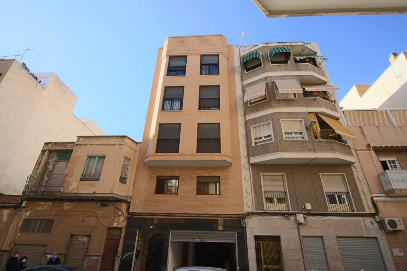 Se vende magnífico edificio, compuesto de local, dos pisos y un gran duplex. Todo seminuevo