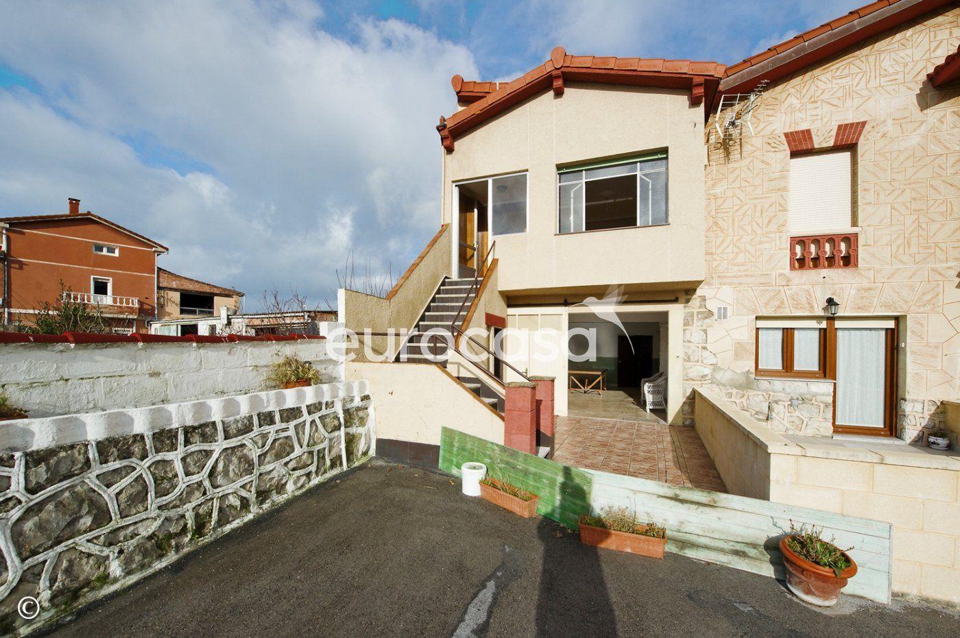 casa en soto-de-la-marina · centro 229000€