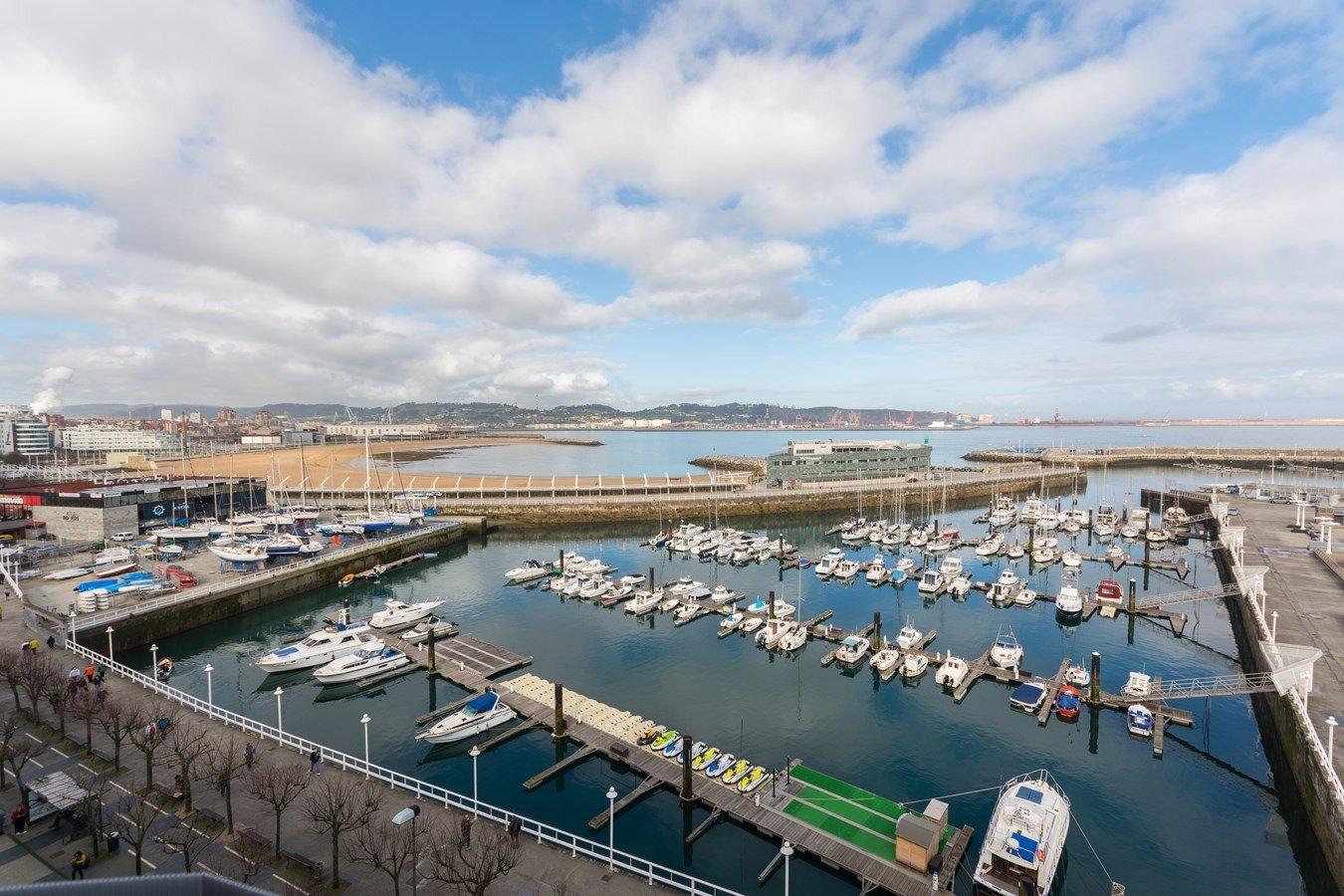 Las mejores vistas al puerto deportivo y la playa de poniente - imagenInmueble0