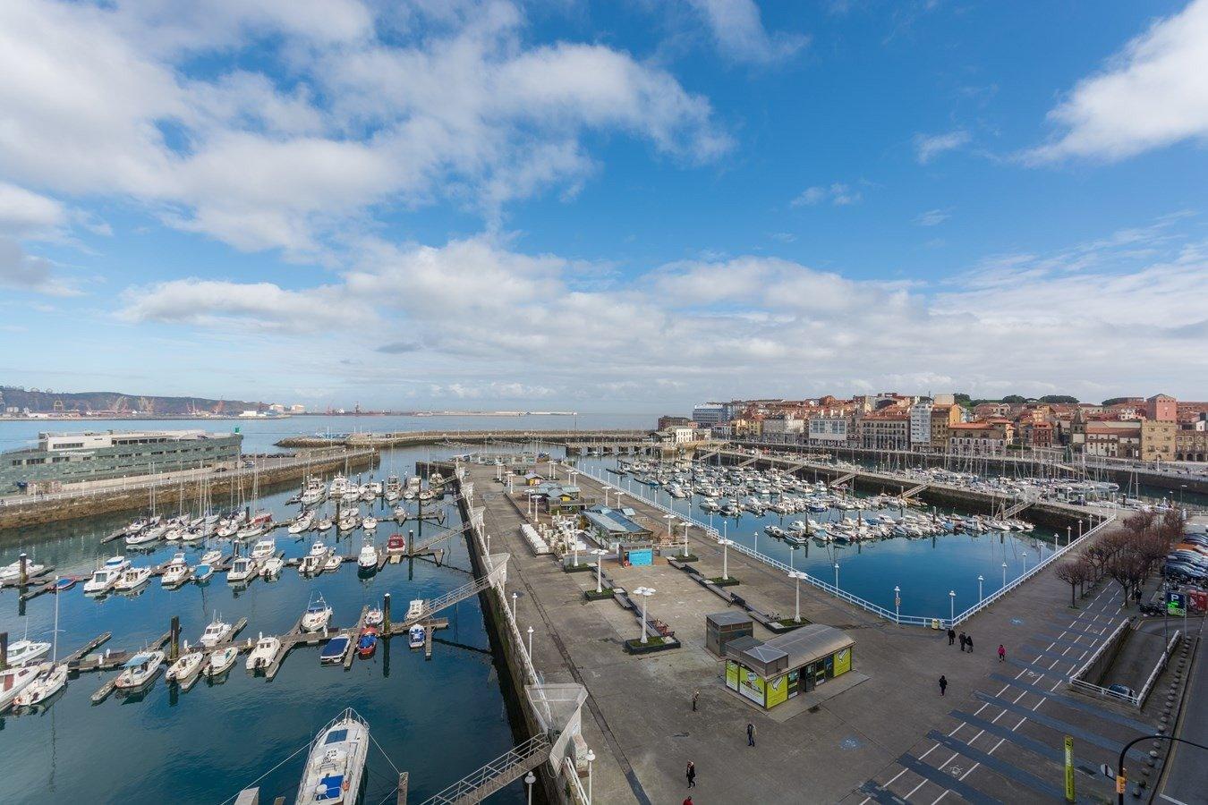 Las mejores vistas al puerto deportivo y la playa de poniente - imagenInmueble1