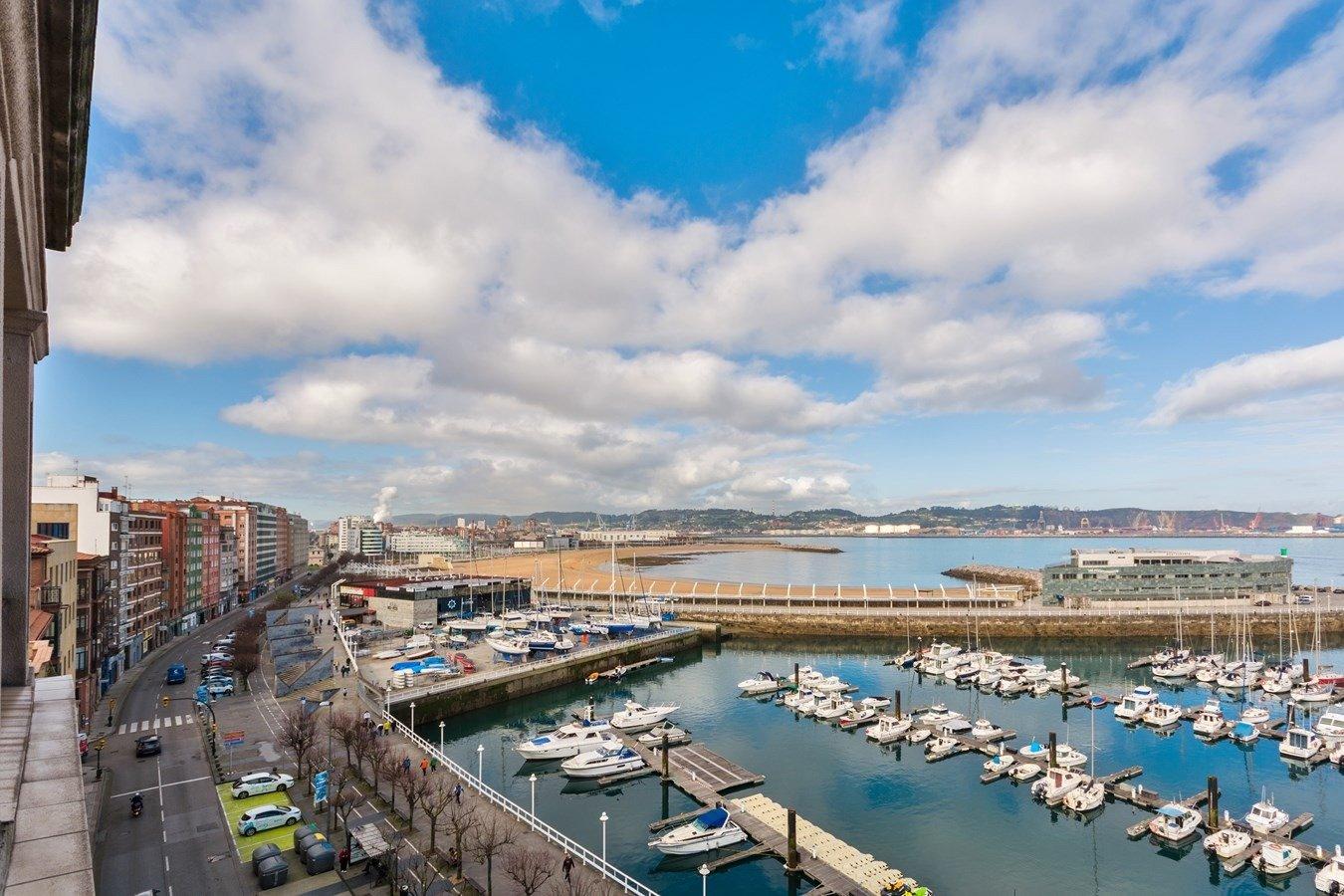 Las mejores vistas al puerto deportivo y la playa de poniente - imagenInmueble31