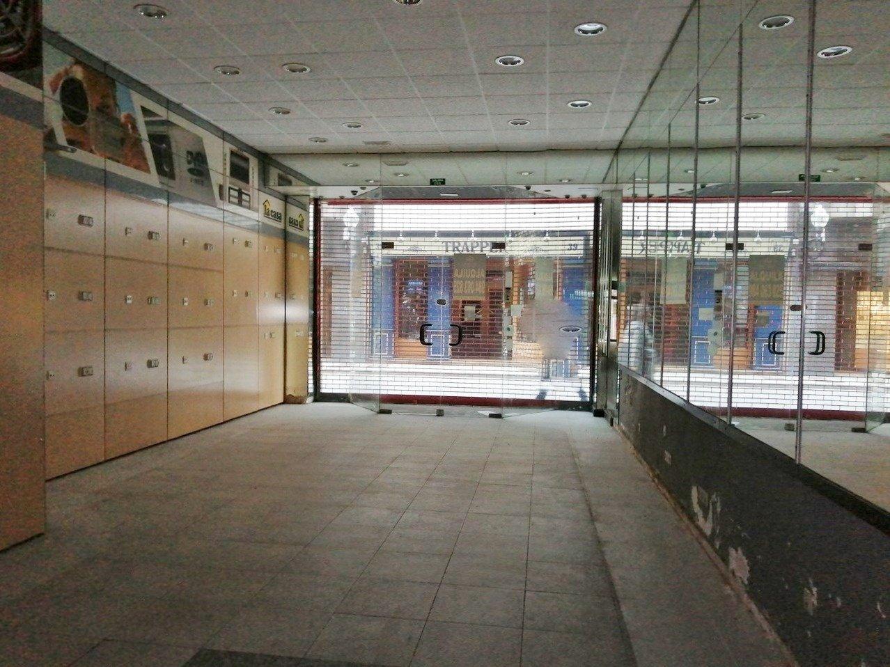 Lado plaza del parchis, escaparate a dos calles - imagenInmueble1