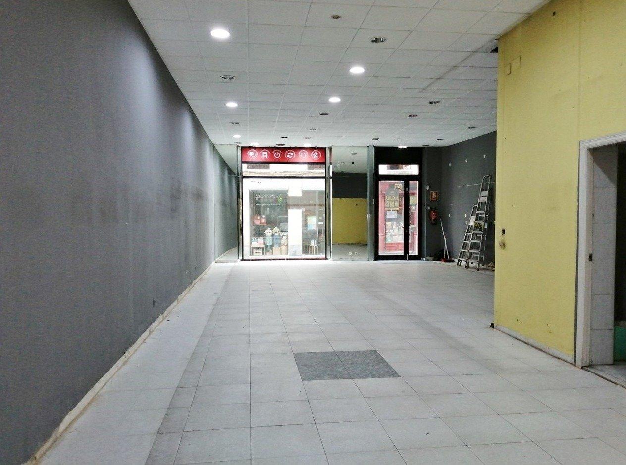 Lado plaza del parchis, escaparate a dos calles - imagenInmueble3