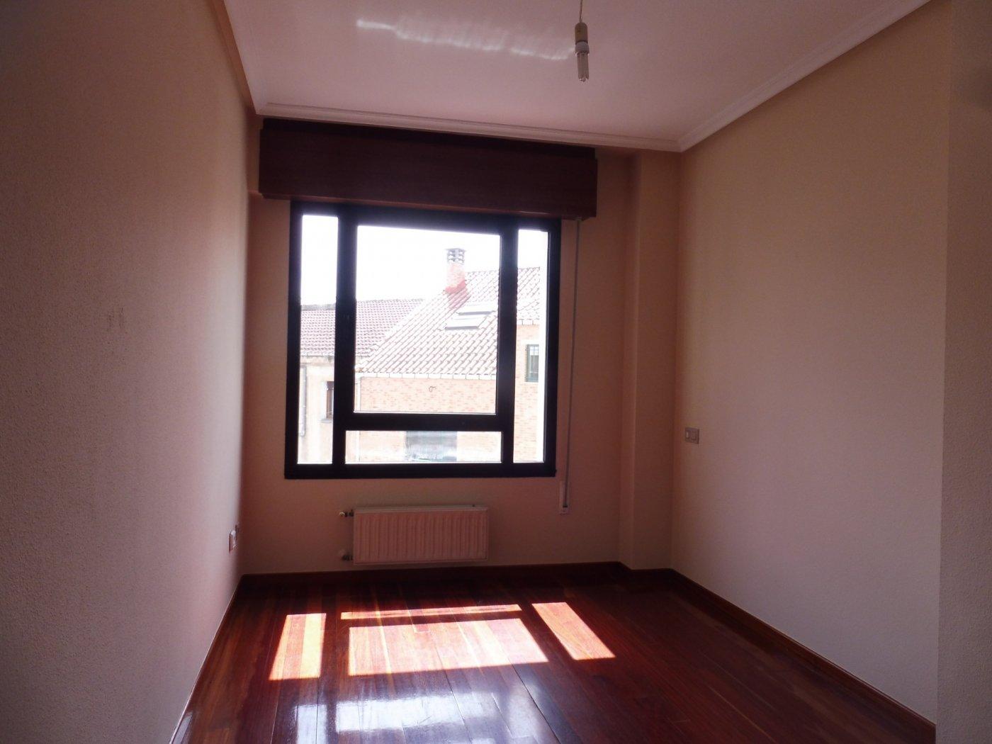 Amplio piso al lado del paseo de begoña - imagenInmueble8