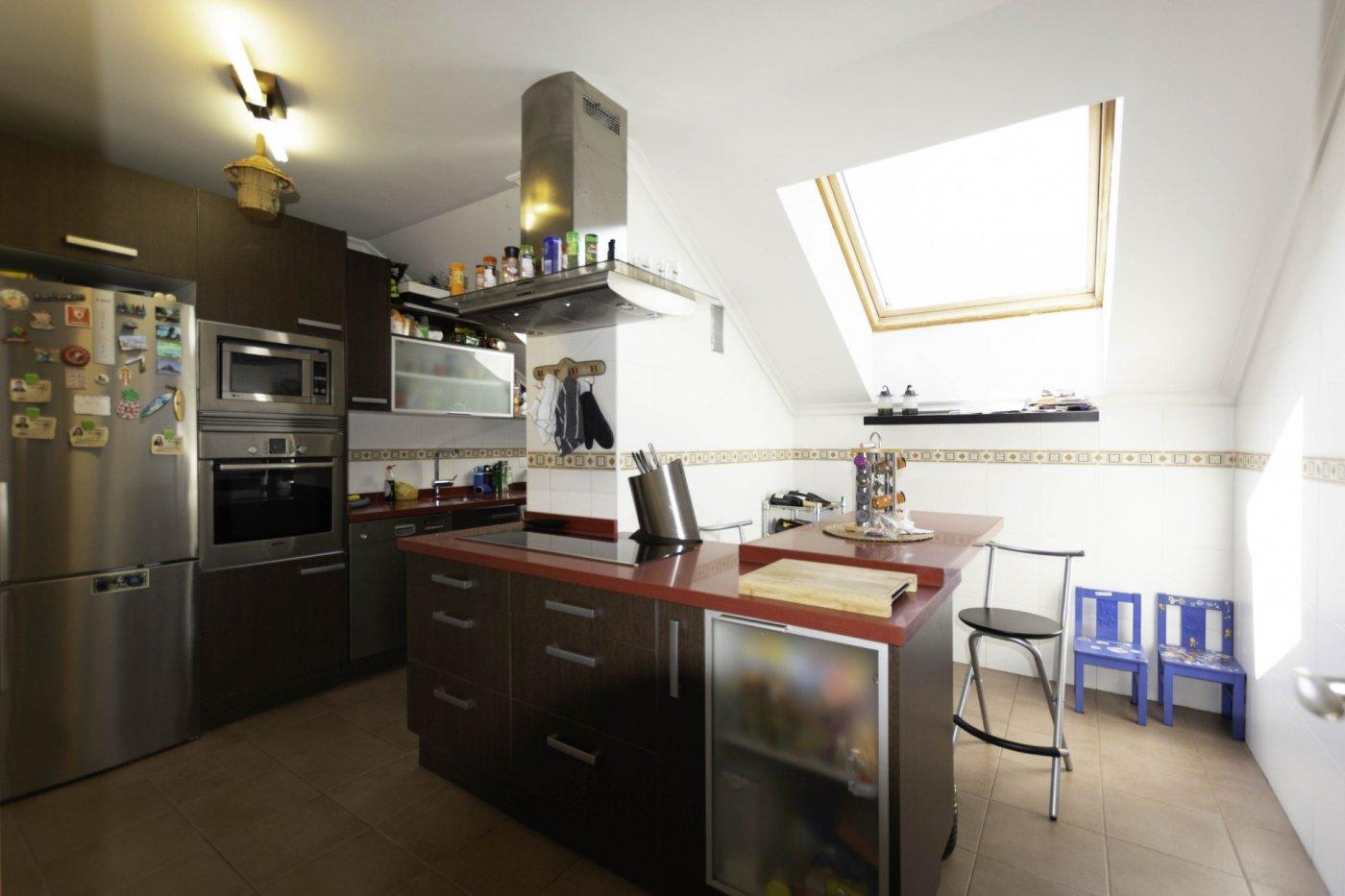 Ático con terraza de 11 m2, a 2 km de salinas - imagenInmueble9