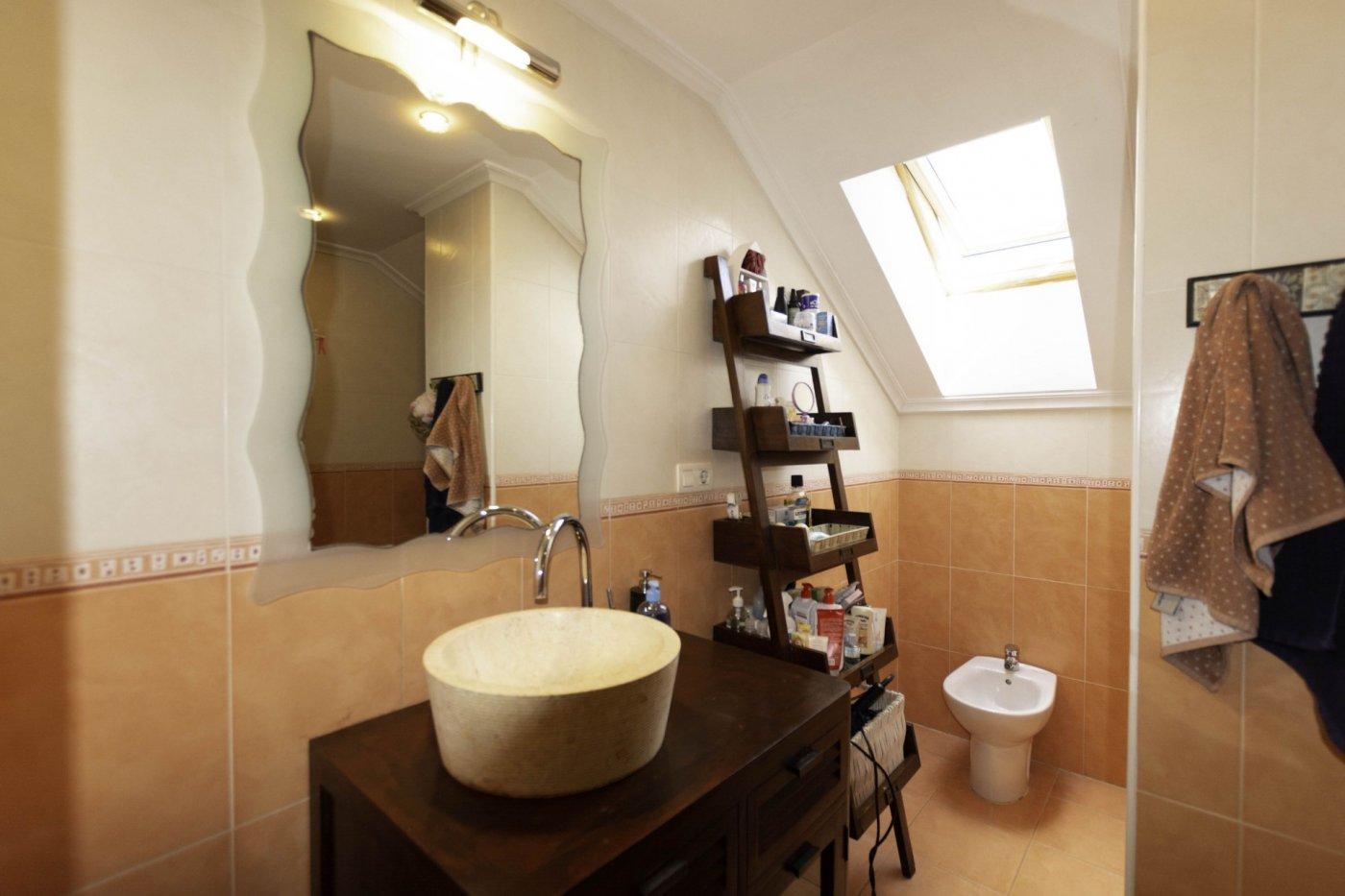 Ático con terraza de 11 m2, a 2 km de salinas - imagenInmueble18