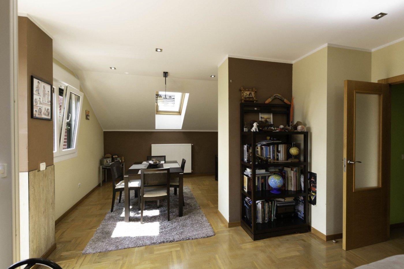 Ático con terraza de 11 m2, a 2 km de salinas - imagenInmueble5