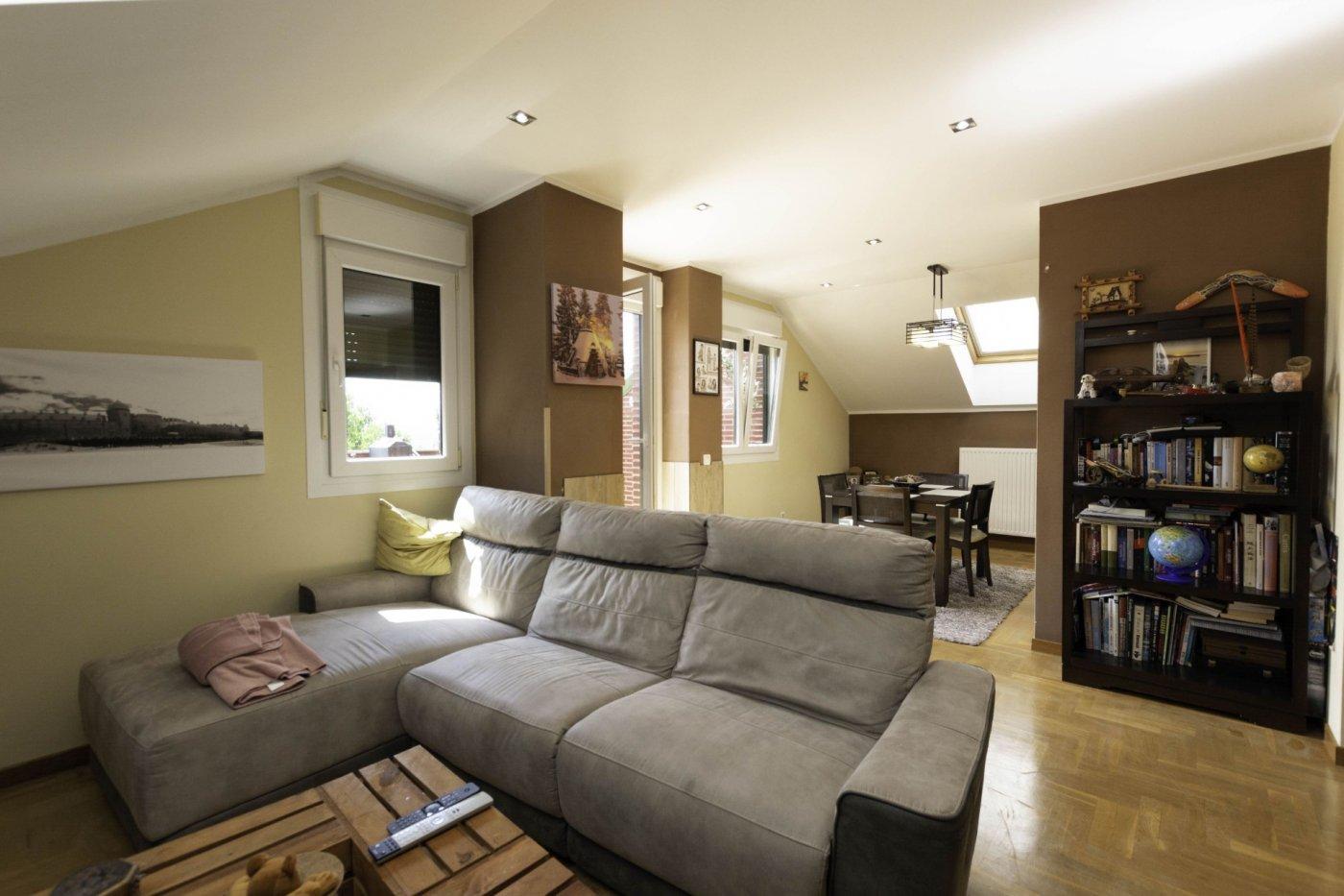 Ático con terraza de 11 m2, a 2 km de salinas - imagenInmueble8