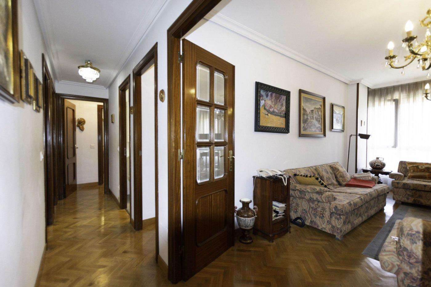 Tres habitaciones con garaje y trastero a dos minutos caminando de la calle uría. - imagenInmueble1